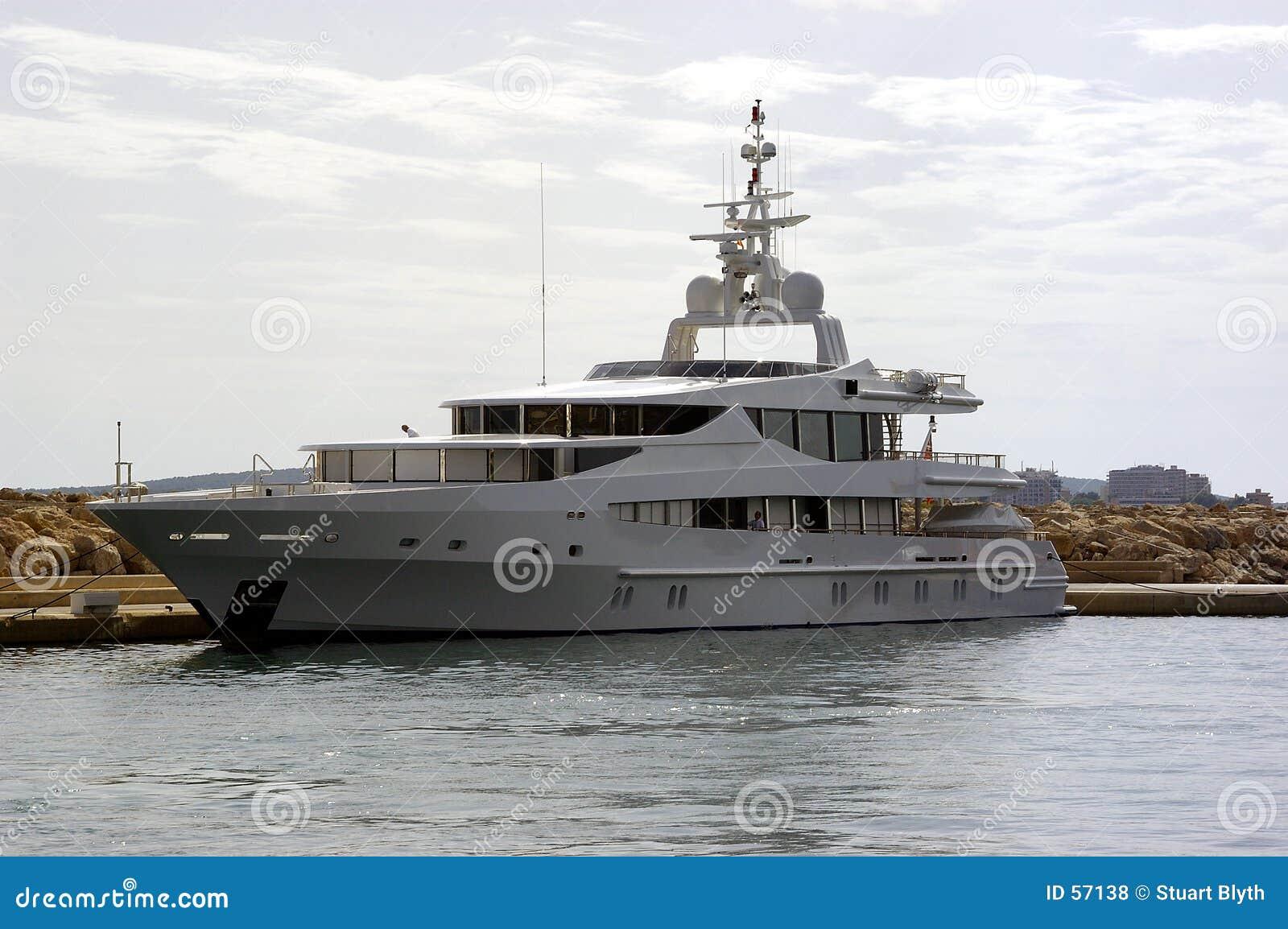 Download Grand yacht photo stock. Image du millionnaire, espagne - 57138