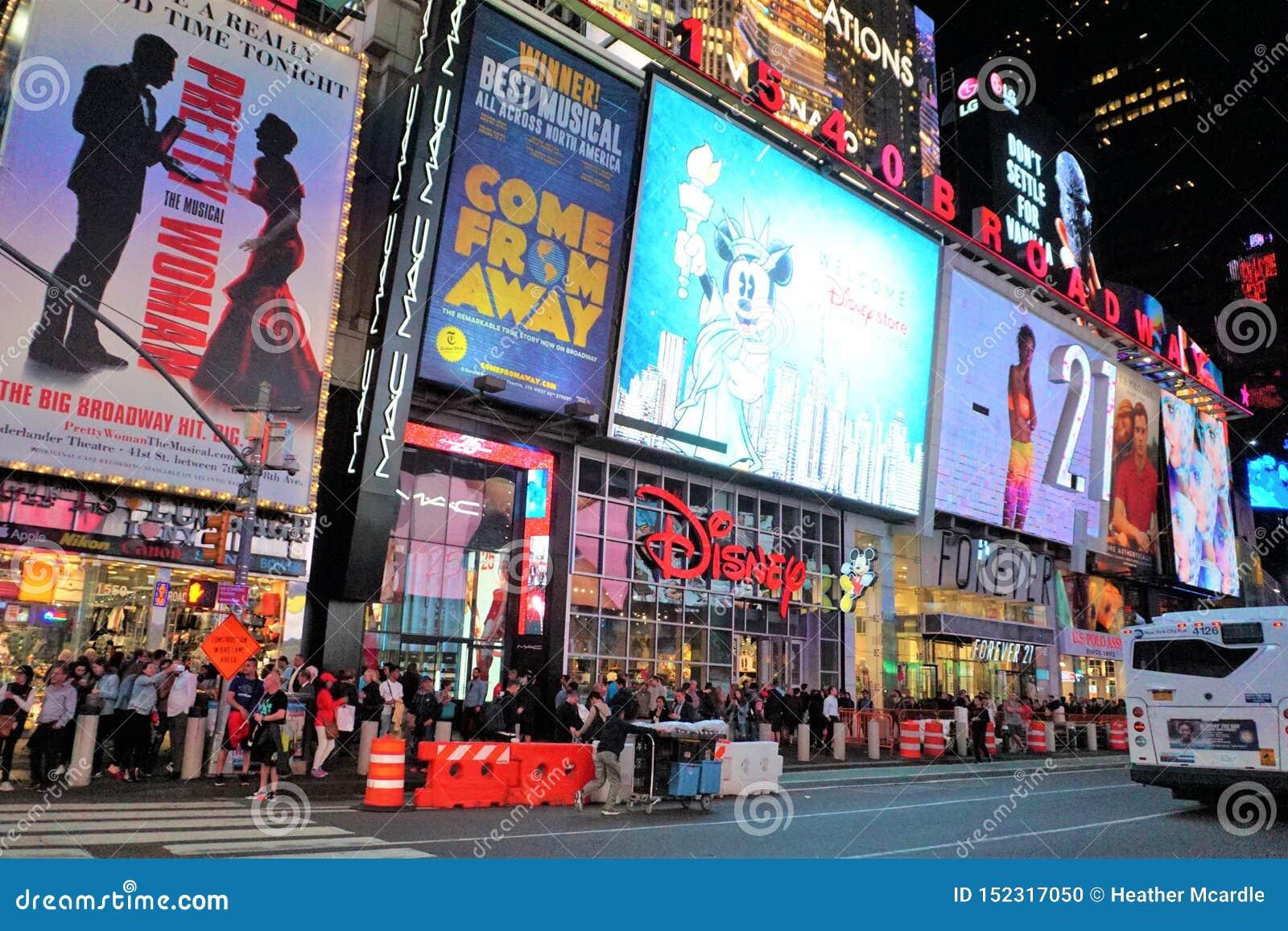 Grande Apple Broadway acceso alla notte
