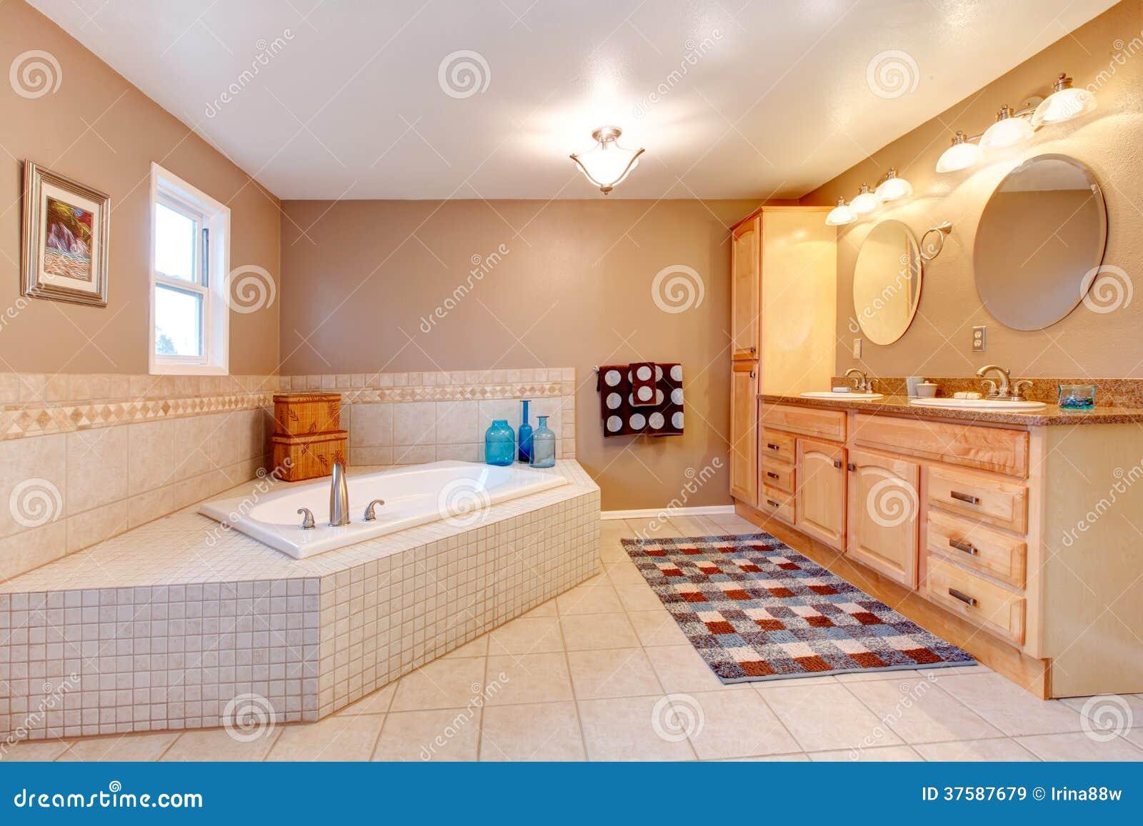 Grande Banheiro Bege E Branco Imagens de Stock Royalty Free Imagem  #873D1F 1300x957 Banheiro Branco Bege
