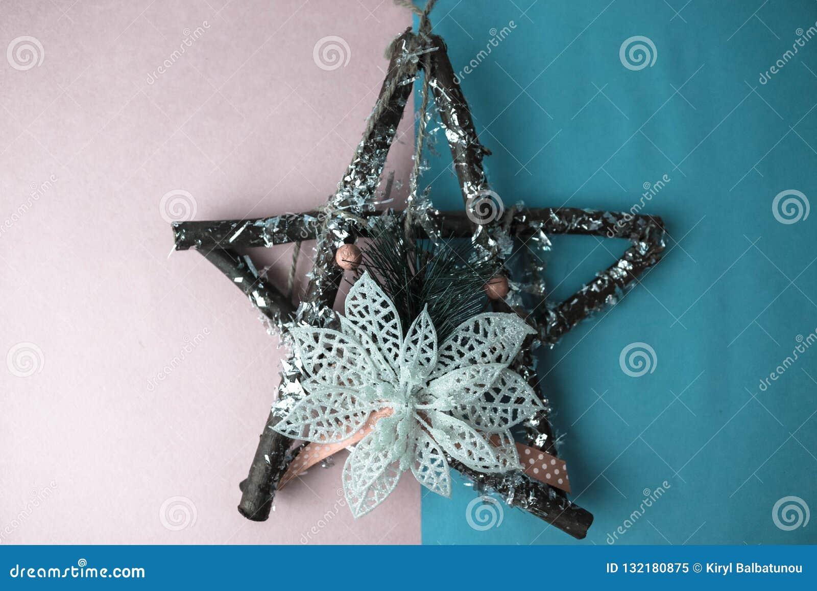 grande belle étoile en bois décorative de noël, branches qui a