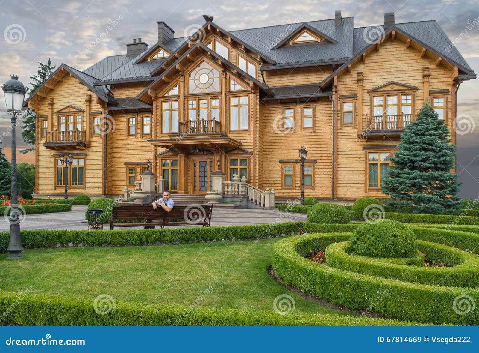 grande belle maison en bois cottage r sidence de l 39 ancien pr sident ukrainien yanukovich kiev. Black Bedroom Furniture Sets. Home Design Ideas