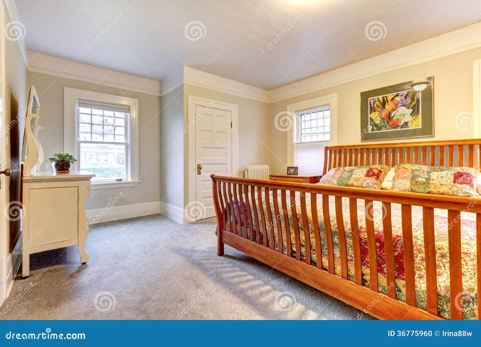 Grande camera da letto accogliente leggera fotografia - Camera da letto grande ...
