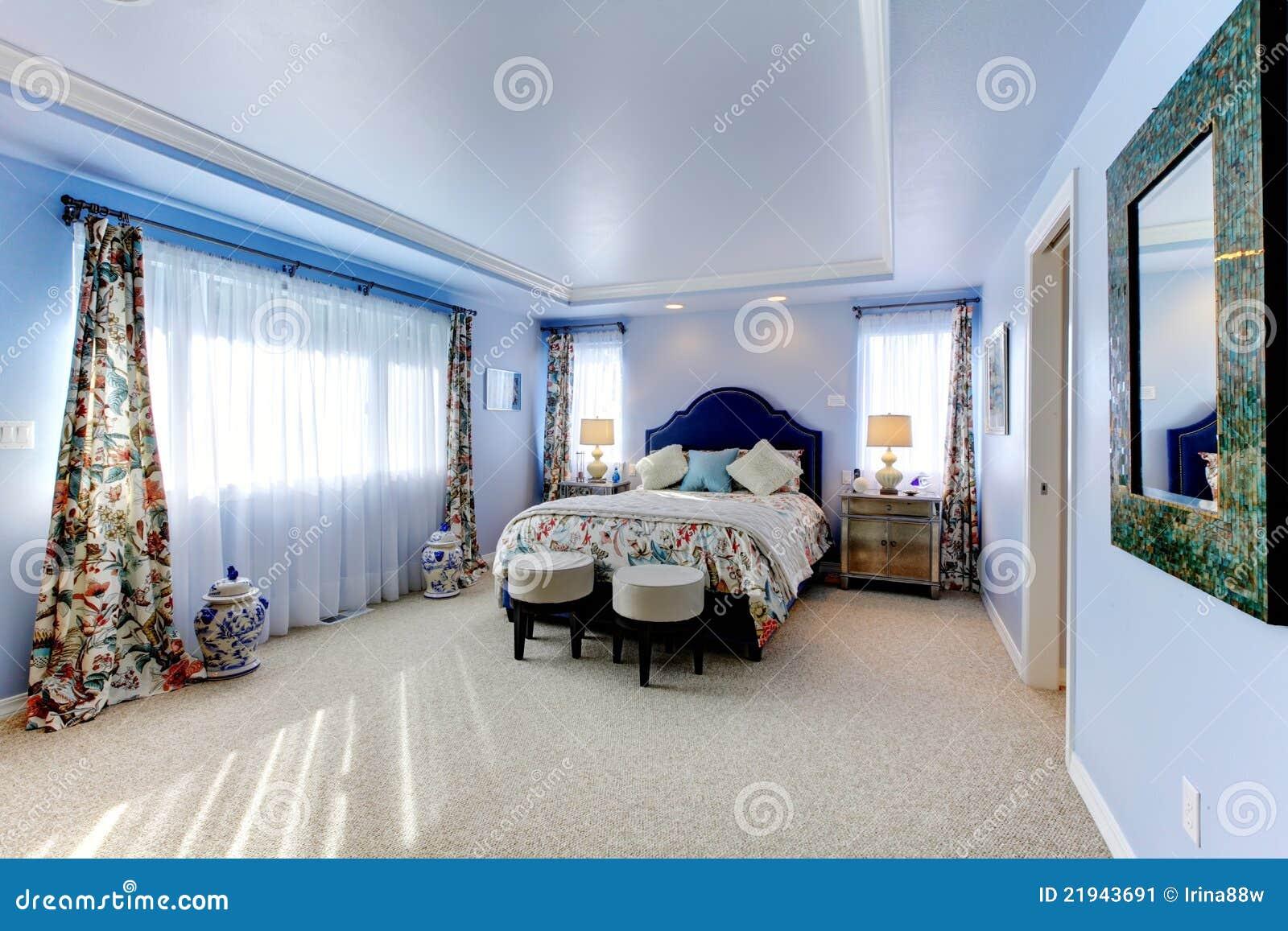 Grande camera da letto di lusso blu con tre finestre - Camera da letto di lusso ...