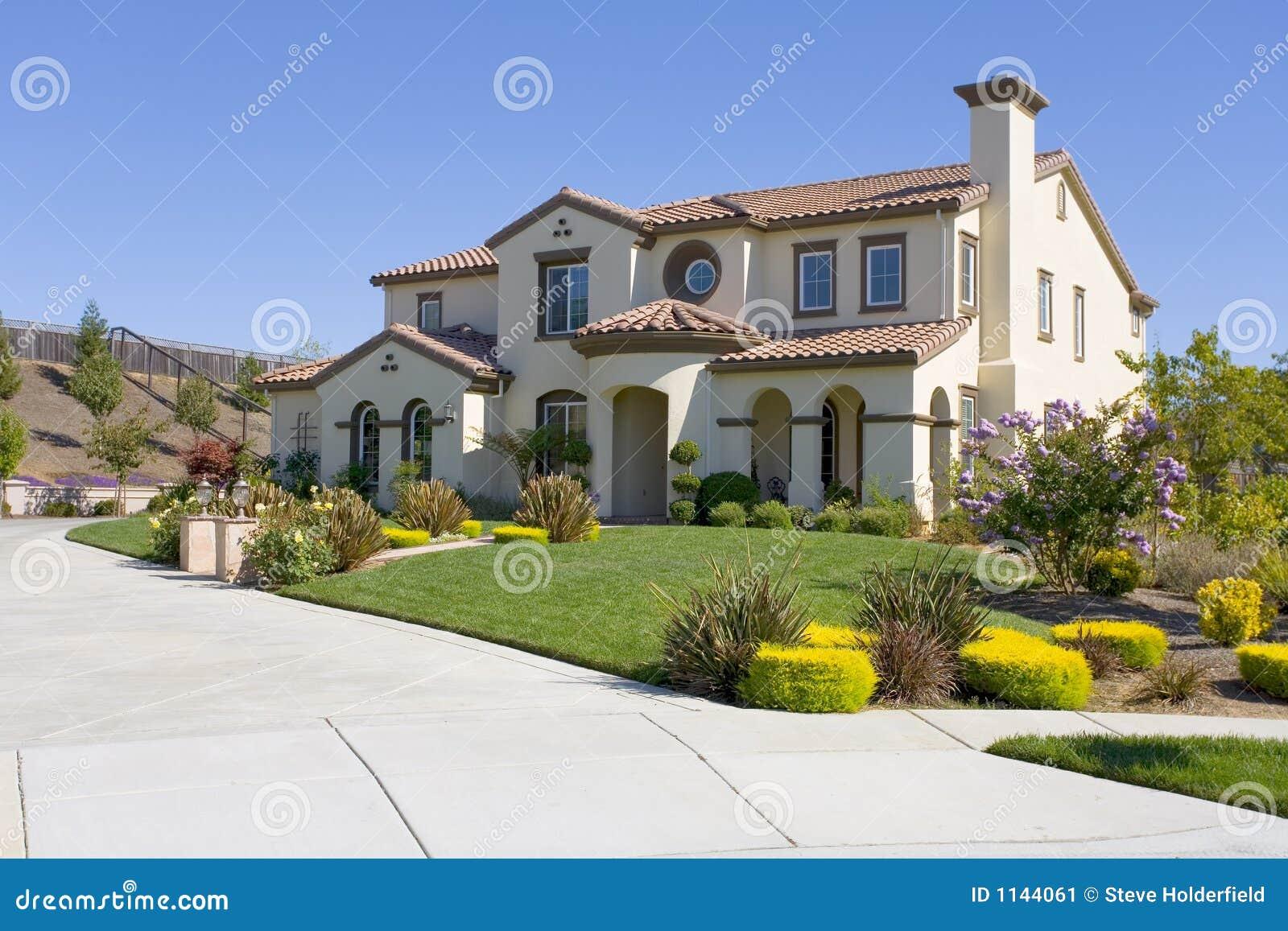 Grande casa lussuosa immagine stock immagine di altezza for Casa lussuosa