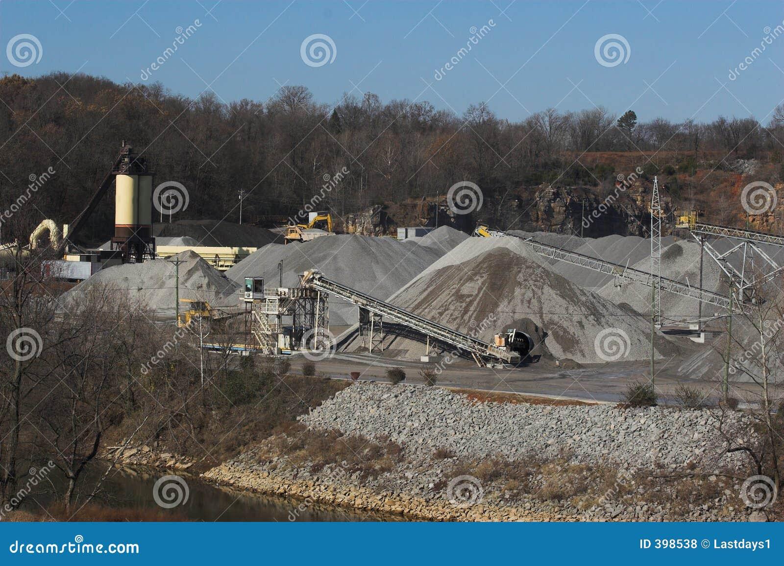 Grande cava di roccia