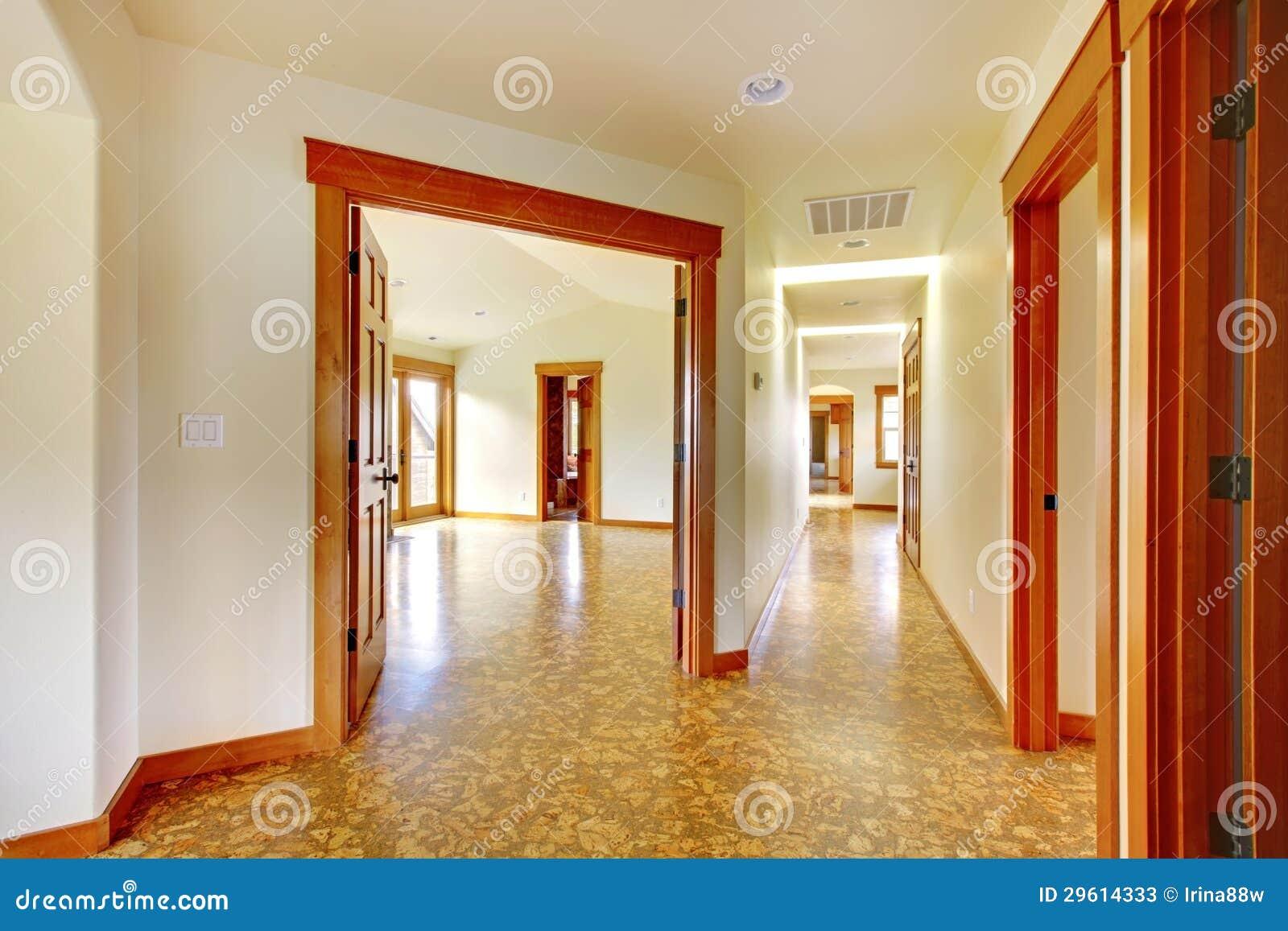 Grande corredor na casa vazia interior home luxuoso novo fotos de stock imagem 29614333 - Foto foto interior ...