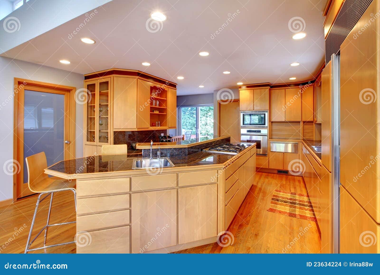 Grande Cozinha De Madeira Moderna Luxuosa Foto De Stock Imagem De
