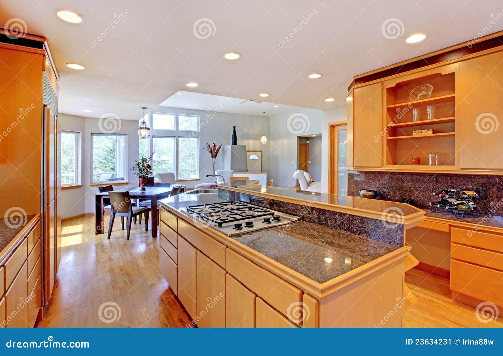 Grande Cozinha De Madeira Moderna Luxuosa Imagem De Stock Imagem