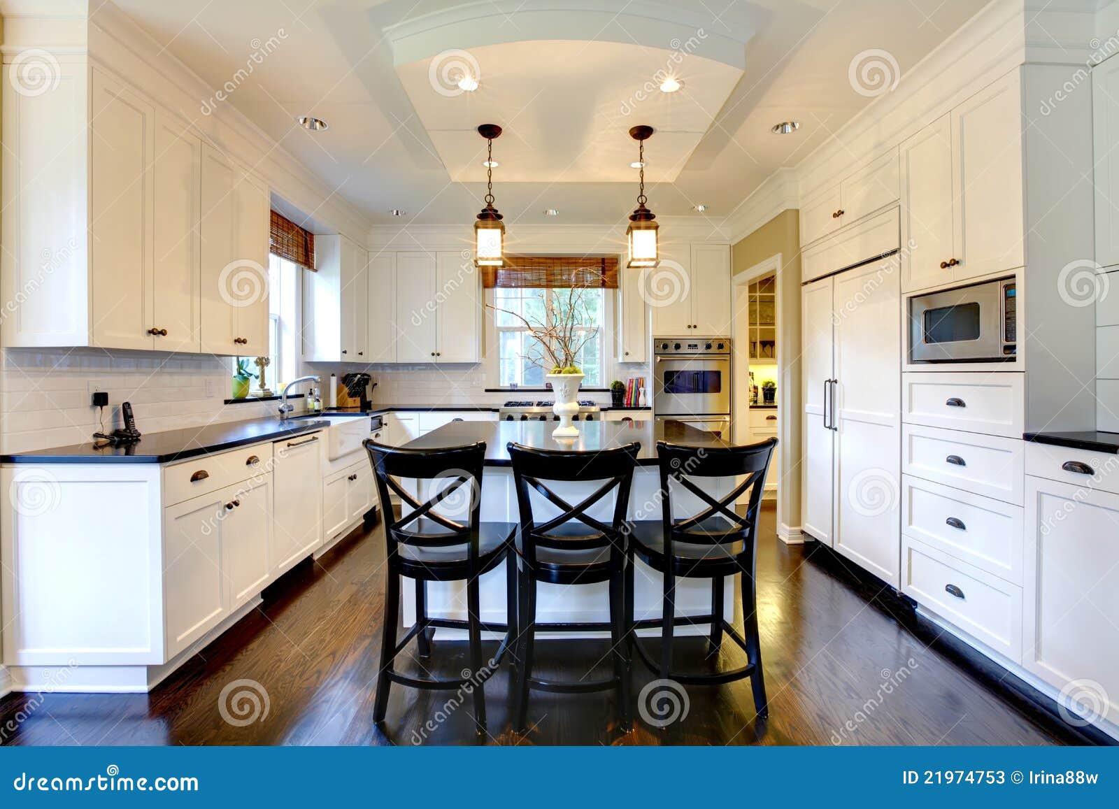 Grande Cozinha Moderna Luxuosa Branca Imagem De Stock Imagem De
