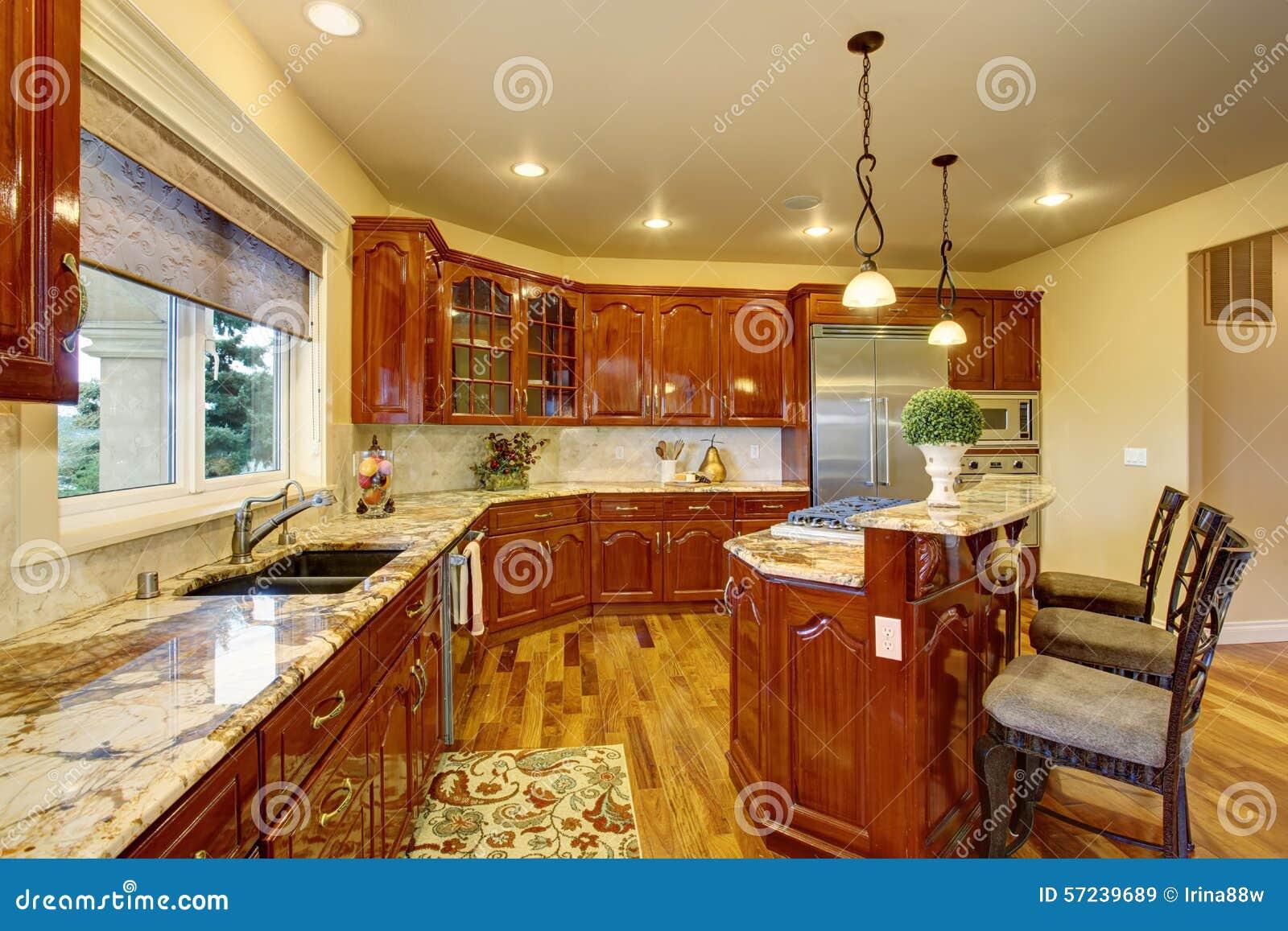 Grande cuisine de luxe avec les compteurs de marbre image for Grande cuisine complete