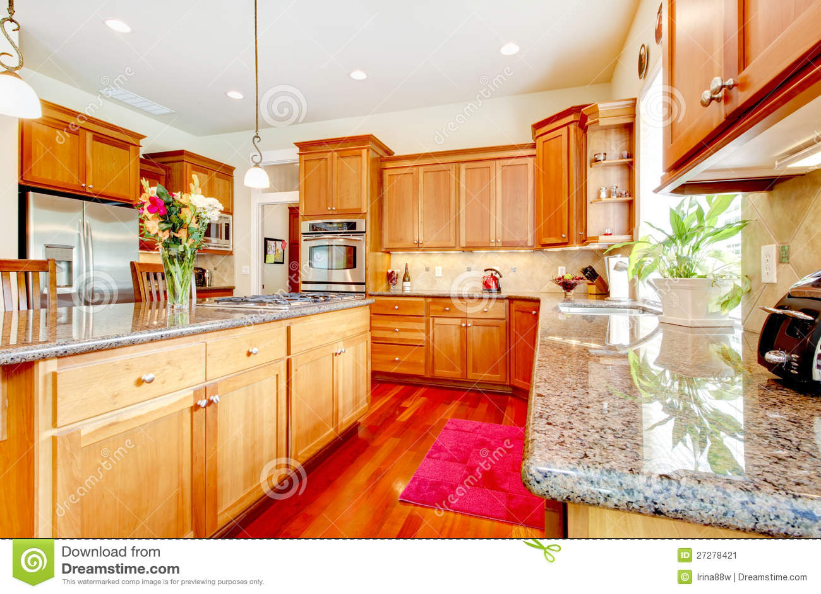 Grande cuisine de luxe en bois avec le rouge et le granit image stock image 27278421 - Cuisine de luxe americaine ...