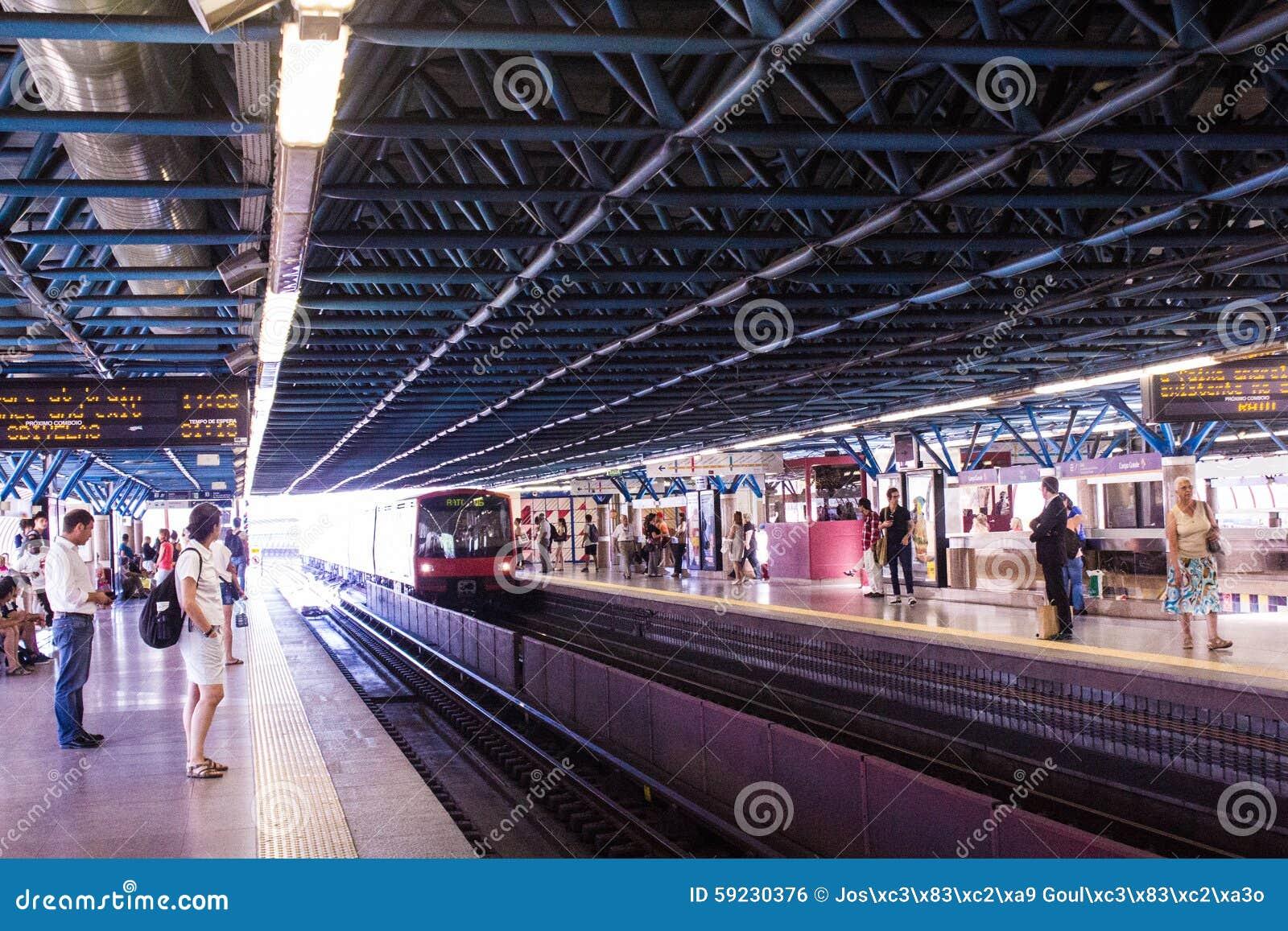 Grande estación de metro de Campo, Lisboa (Lisboa), Portugal