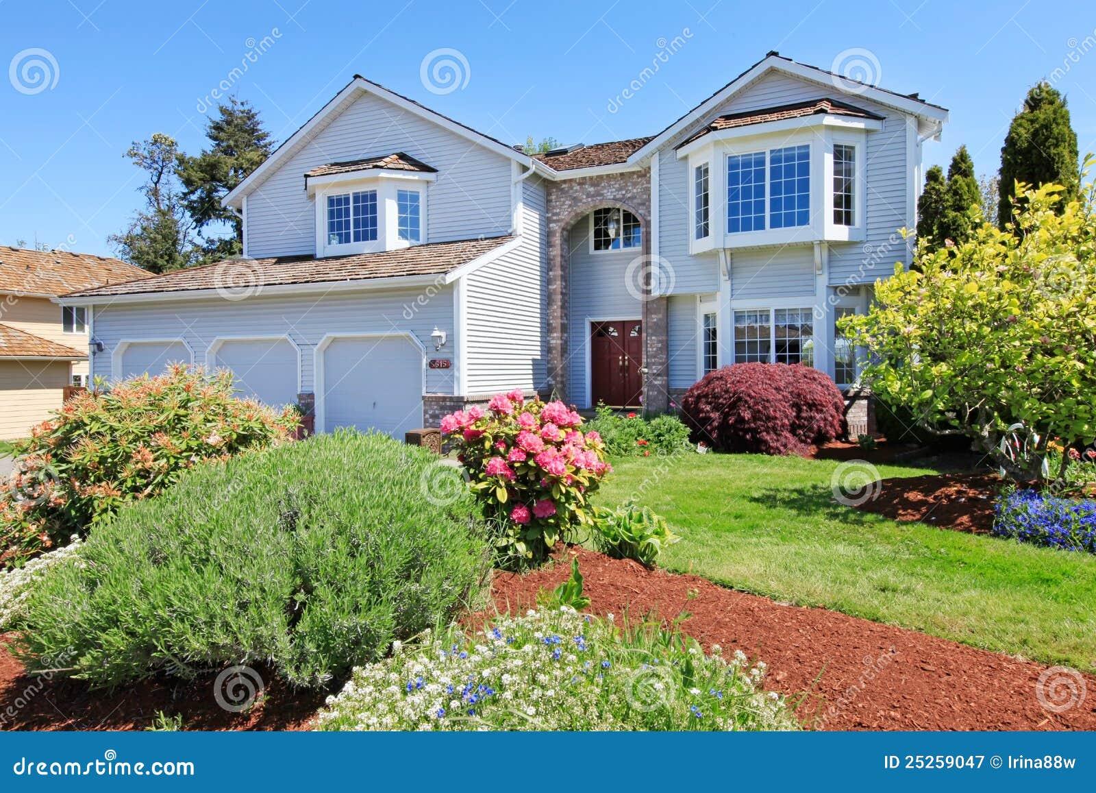 Grande esterno grigio americano della parte anteriore for Design della casa libera