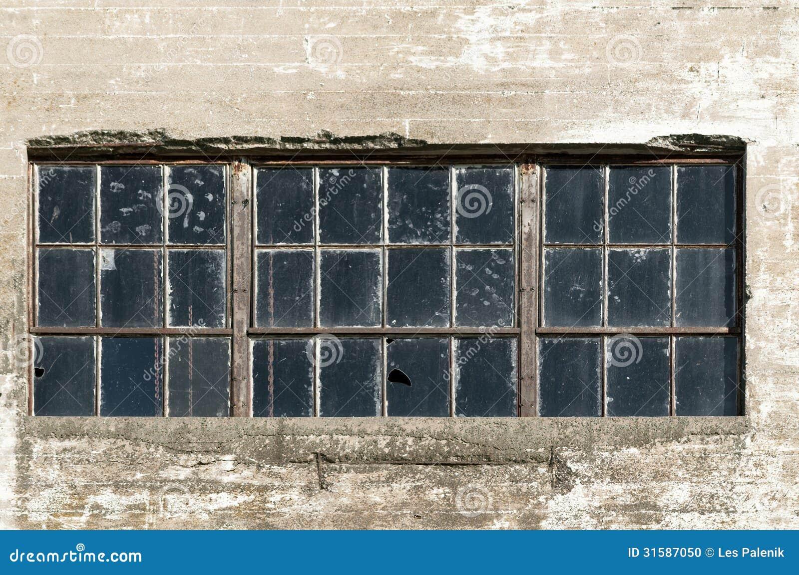 Grande fen tre d 39 usine photo stock image du hublot glace - Fenetre pvc petit carreaux ...