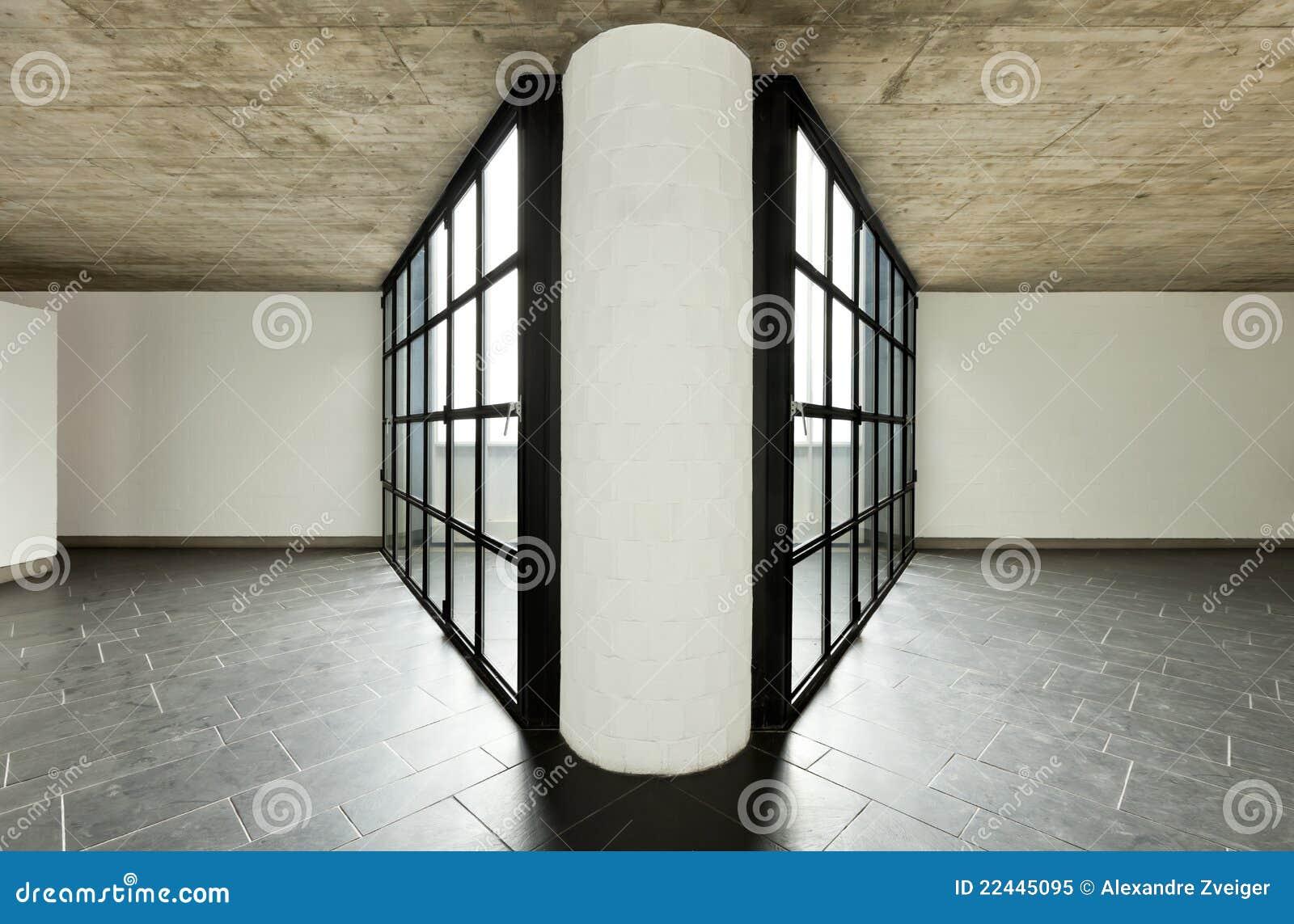 Grande finestra nella prospettiva con la colonna concentrare