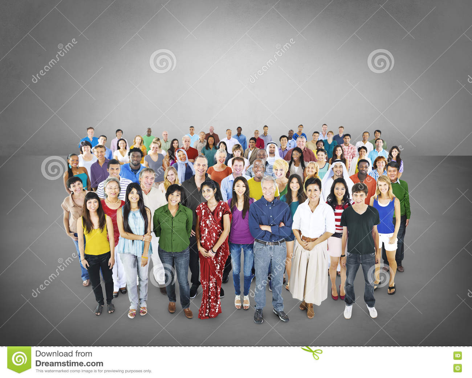 Grande grupo de conceito multi-étnico da comunidade dos povos