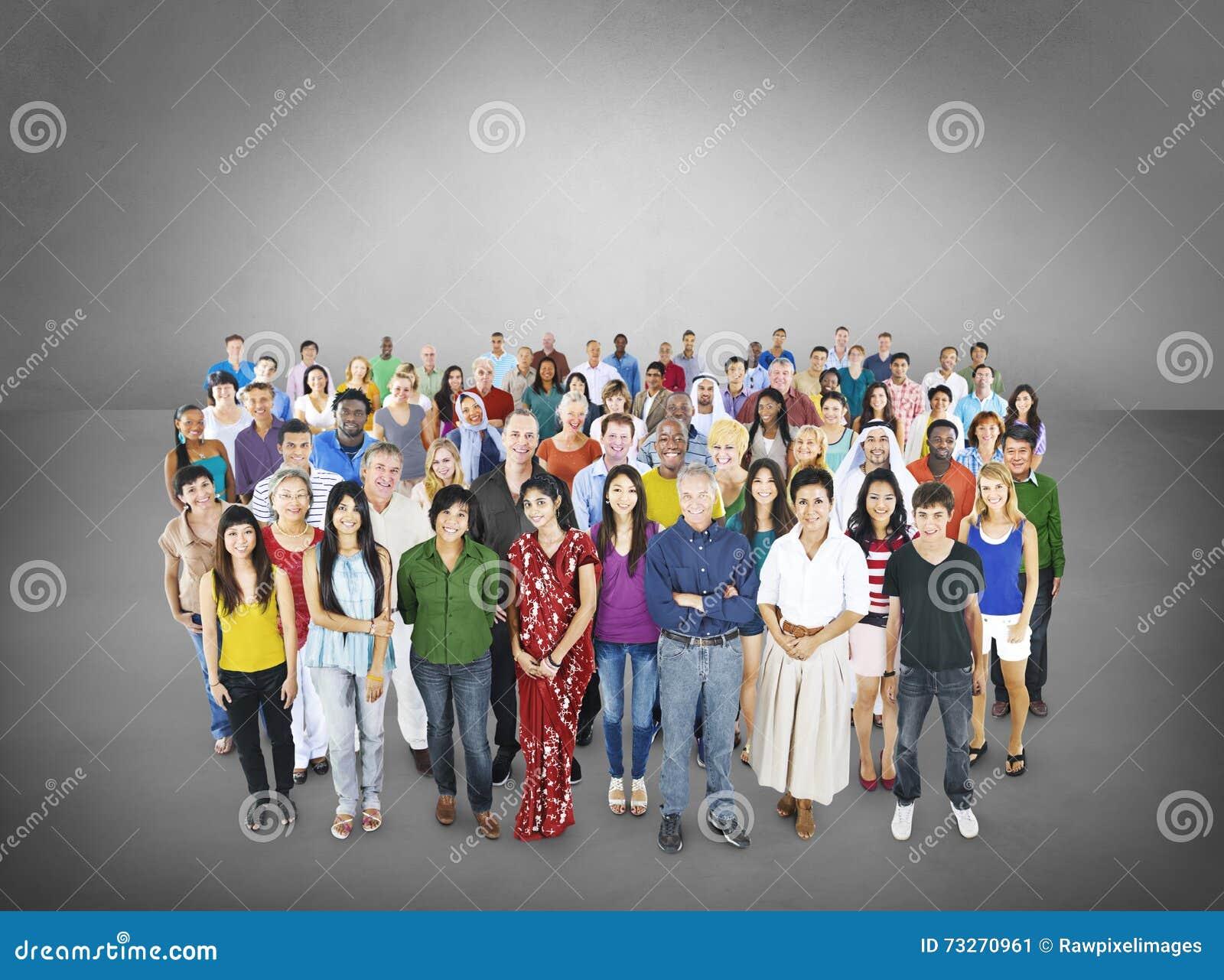 Grande gruppo di concetto multietnico della Comunità della gente