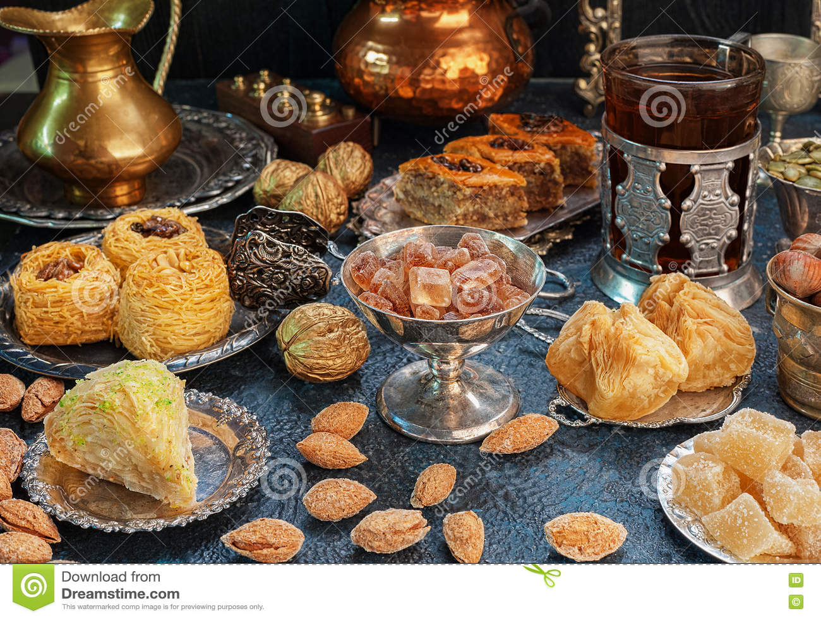 Grande insieme dei dolci orientali, arabi, turchi