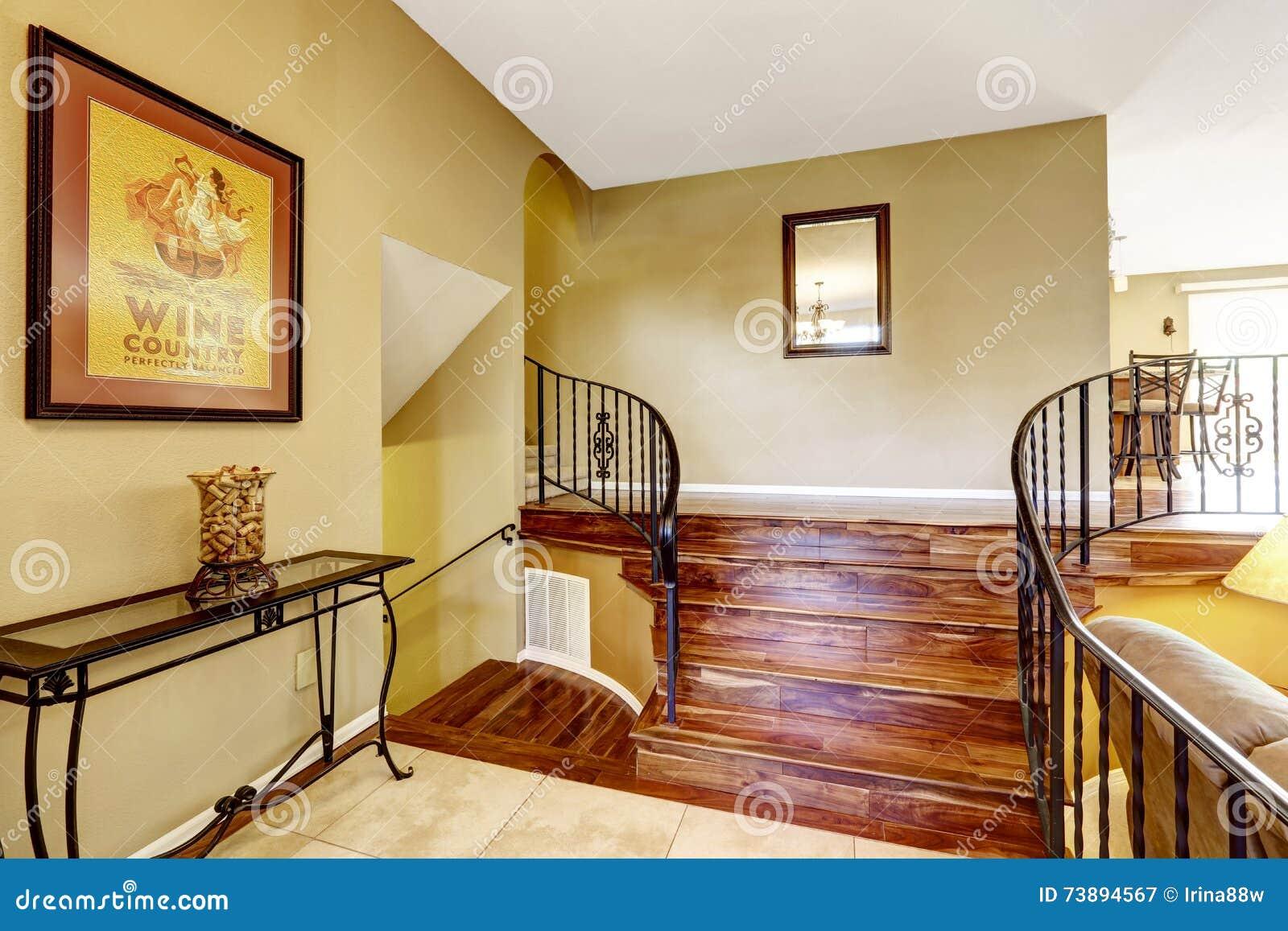 Grande Interior Design Luminoso Di Corridoio Scala ...