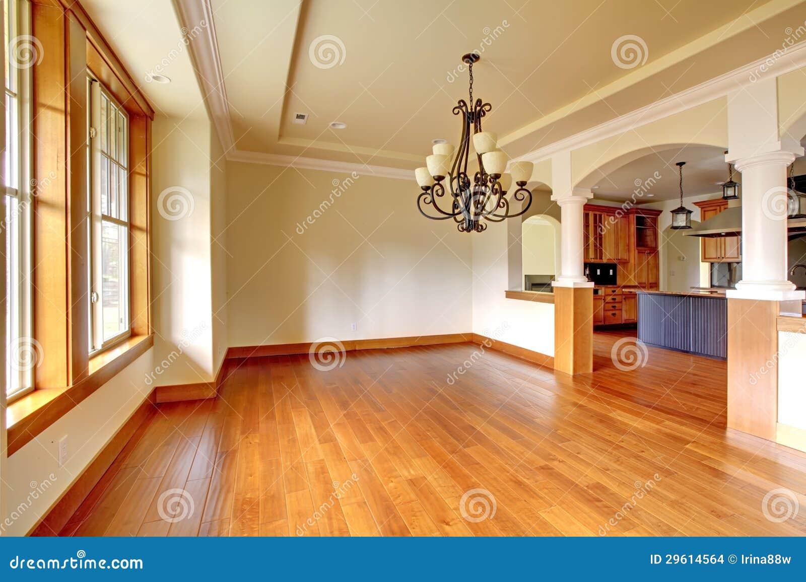 Grande interno di lusso della sala da pranzo con la cucina for Cucina con sala da pranzo