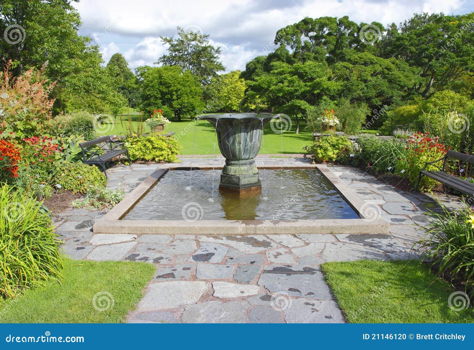 fotos de jardim grande:Grande jardim com fonte