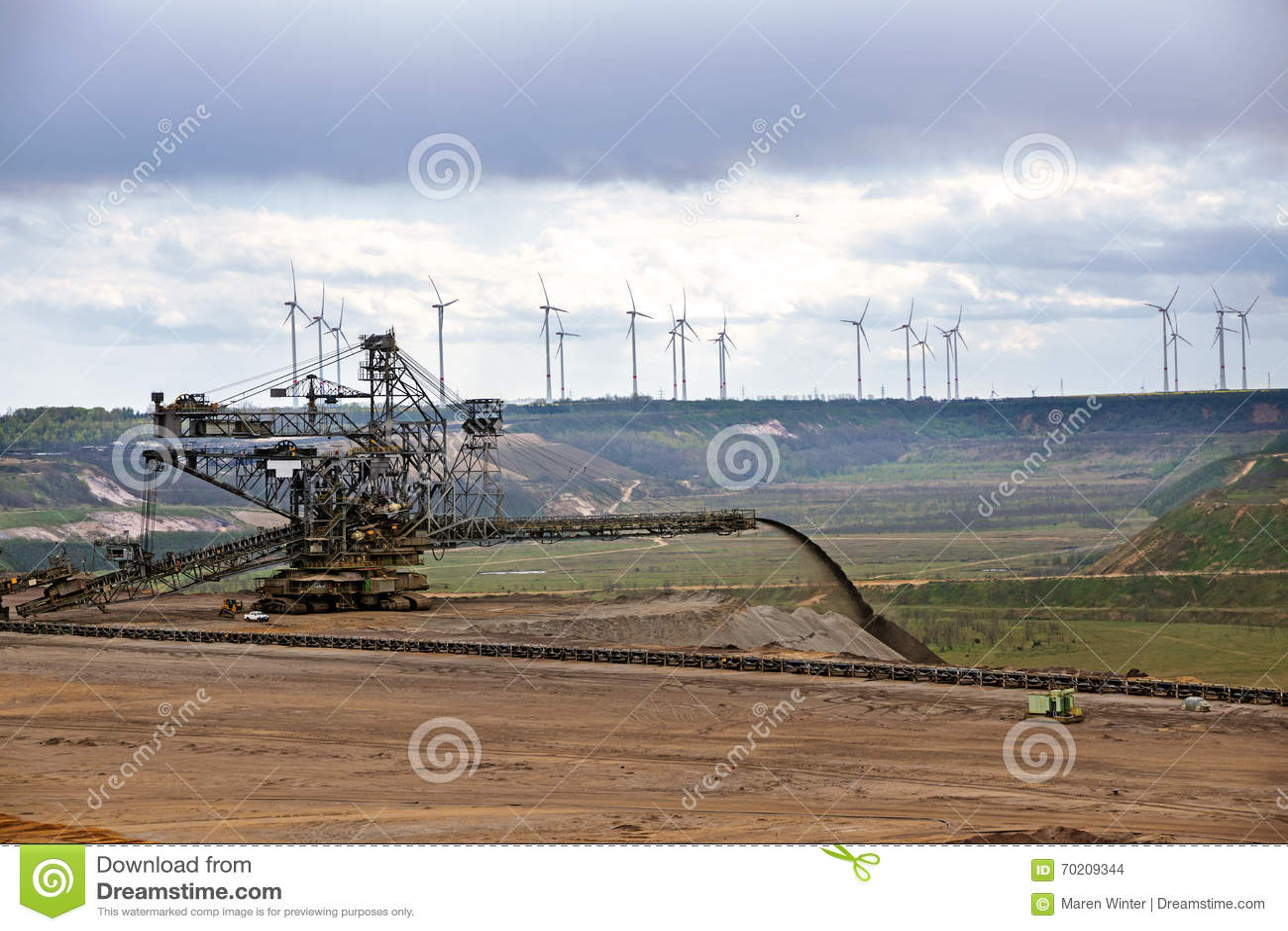 Grande máquina na mineração de tira Garzweile do lignite (carvão marrom)