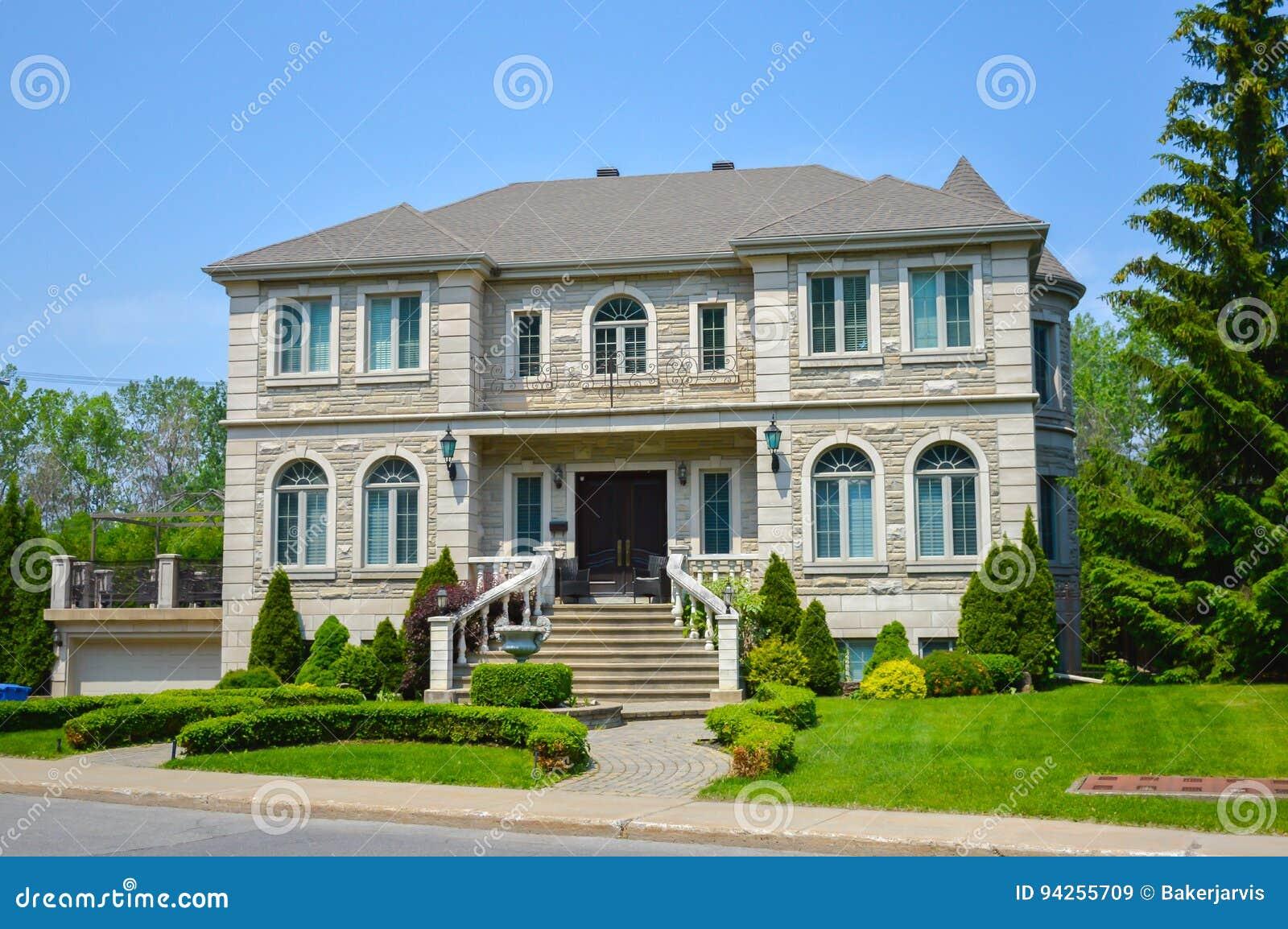 Grande Maison Blanche Moderne Chère Image stock - Image du ...