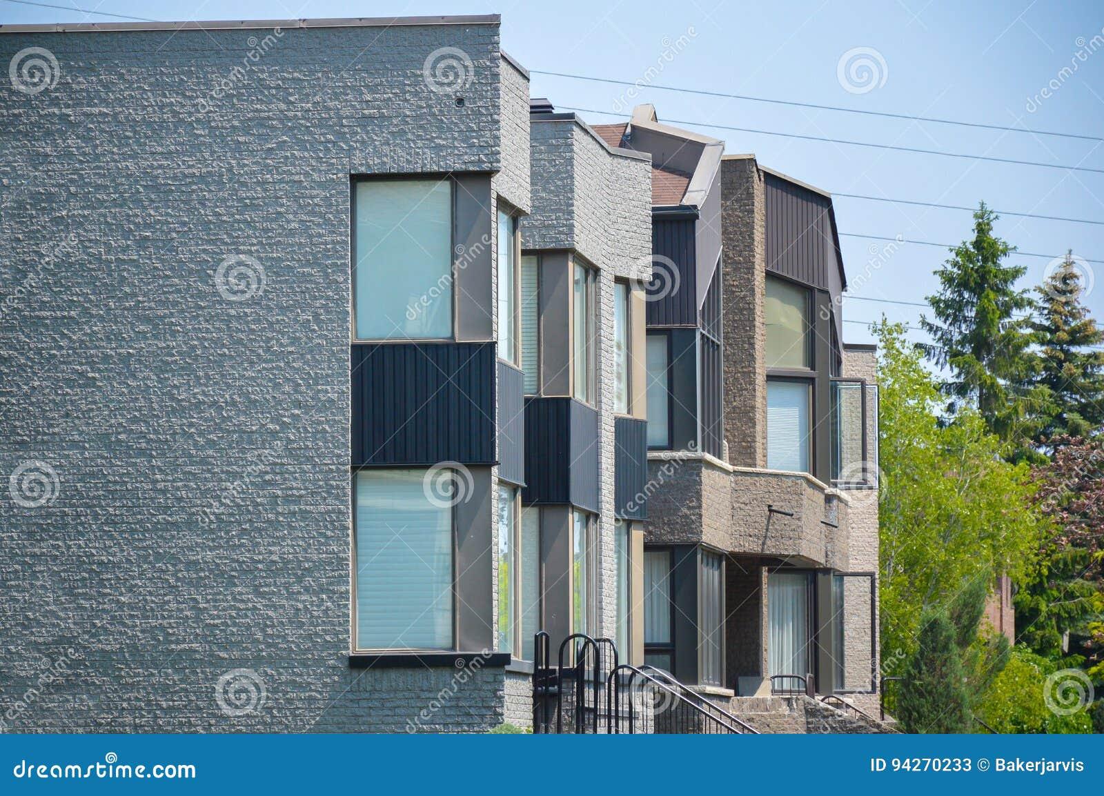 Grande Maison Blanche Moderne Chère Image stock - Image du canada ...