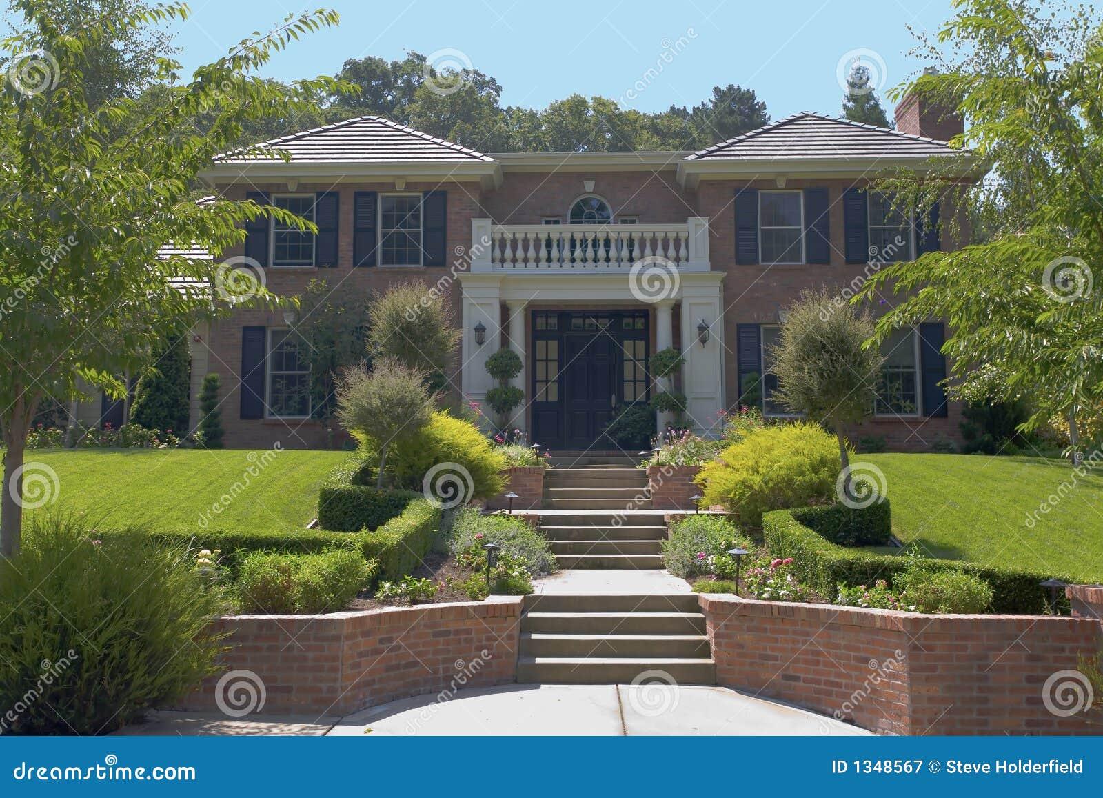 grande maison de luxe de brique image stock image du patrimoine briques 1348567. Black Bedroom Furniture Sets. Home Design Ideas