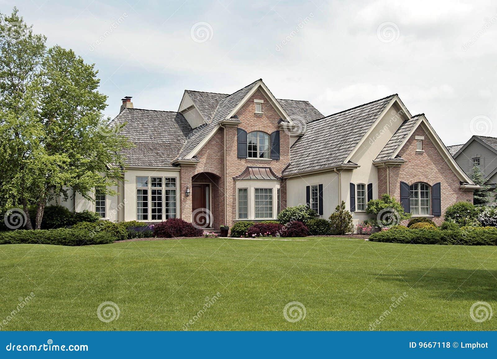 grande maison de luxe de brique photo stock image du moderne avant 9667118. Black Bedroom Furniture Sets. Home Design Ideas