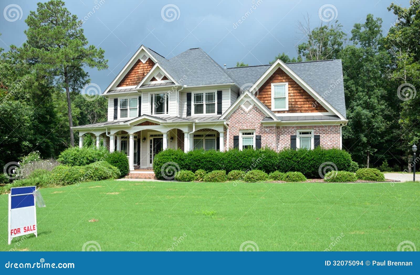 grande maison de luxe vendre images stock image 32075094. Black Bedroom Furniture Sets. Home Design Ideas