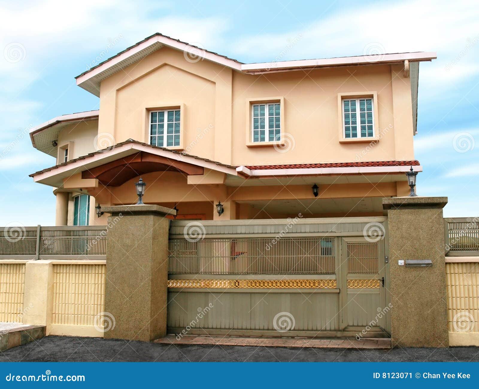 Grande maison moderne image stock image 8123071 for Grande maison moderne