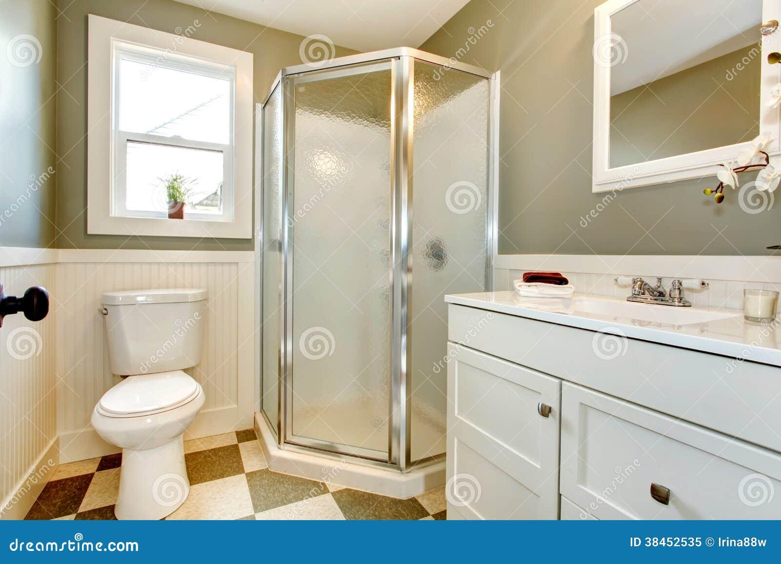 Grande Mistura Dos Armários De Banheiro Brancos Com Paredes Verdeoliva Foto -> Armario Banheiro Verde