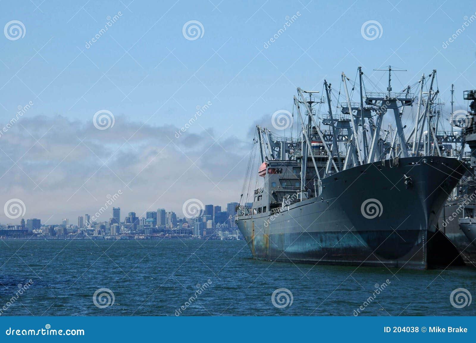 Grande nave a porta
