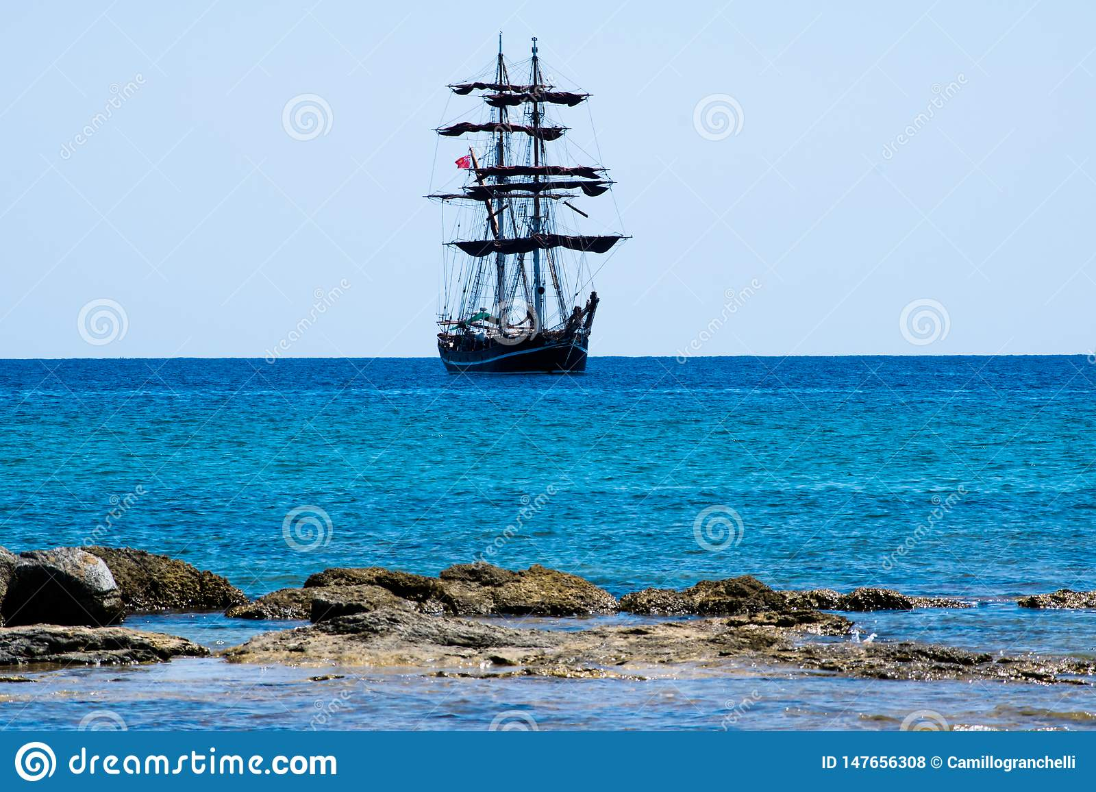 Grande navigation de bateau de navigation sur la mer de la Sicile