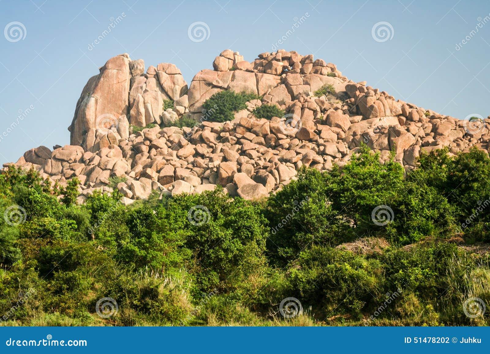 Grande paesaggio dei massi in hampi
