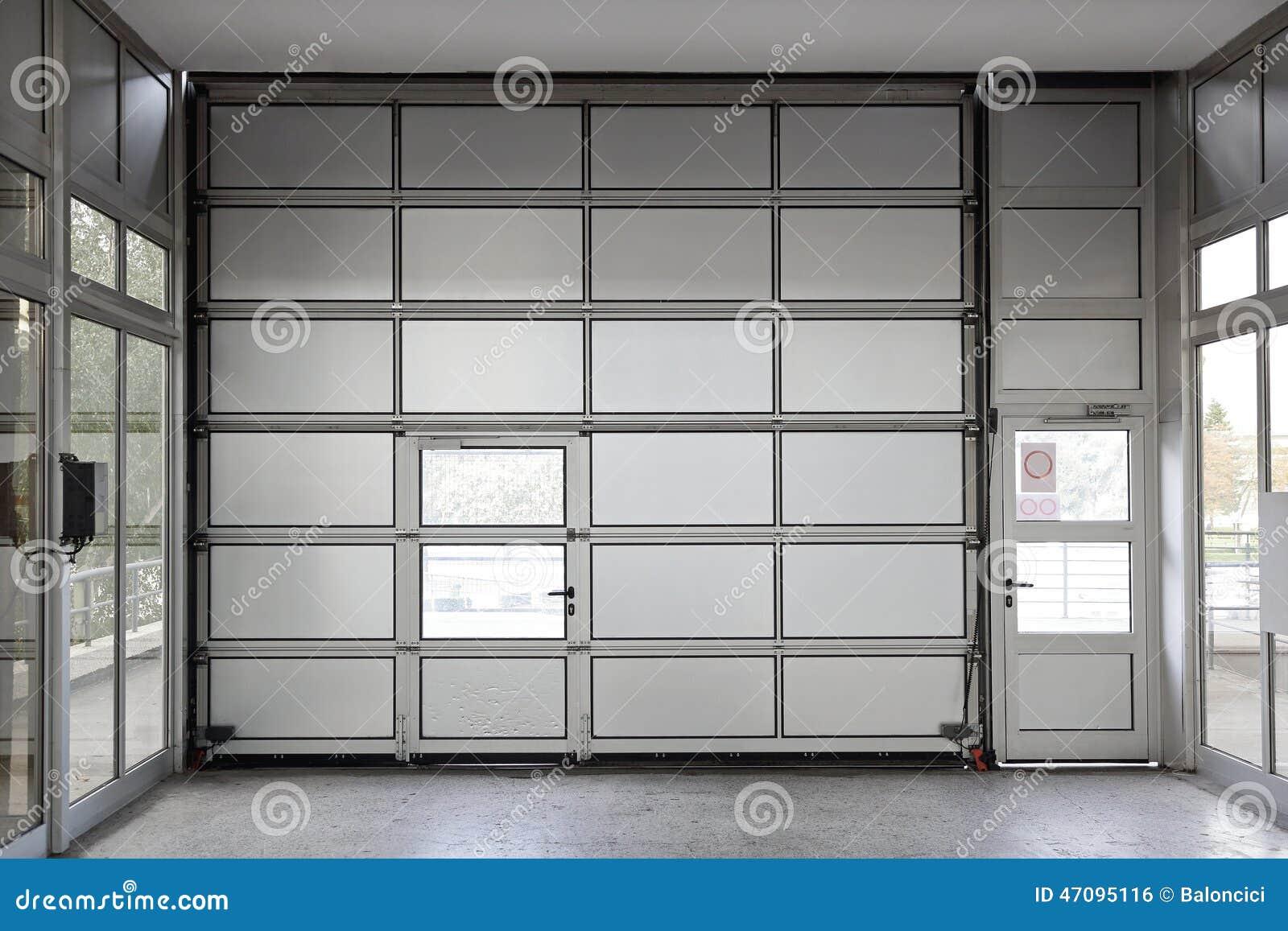 Grande porta del garage