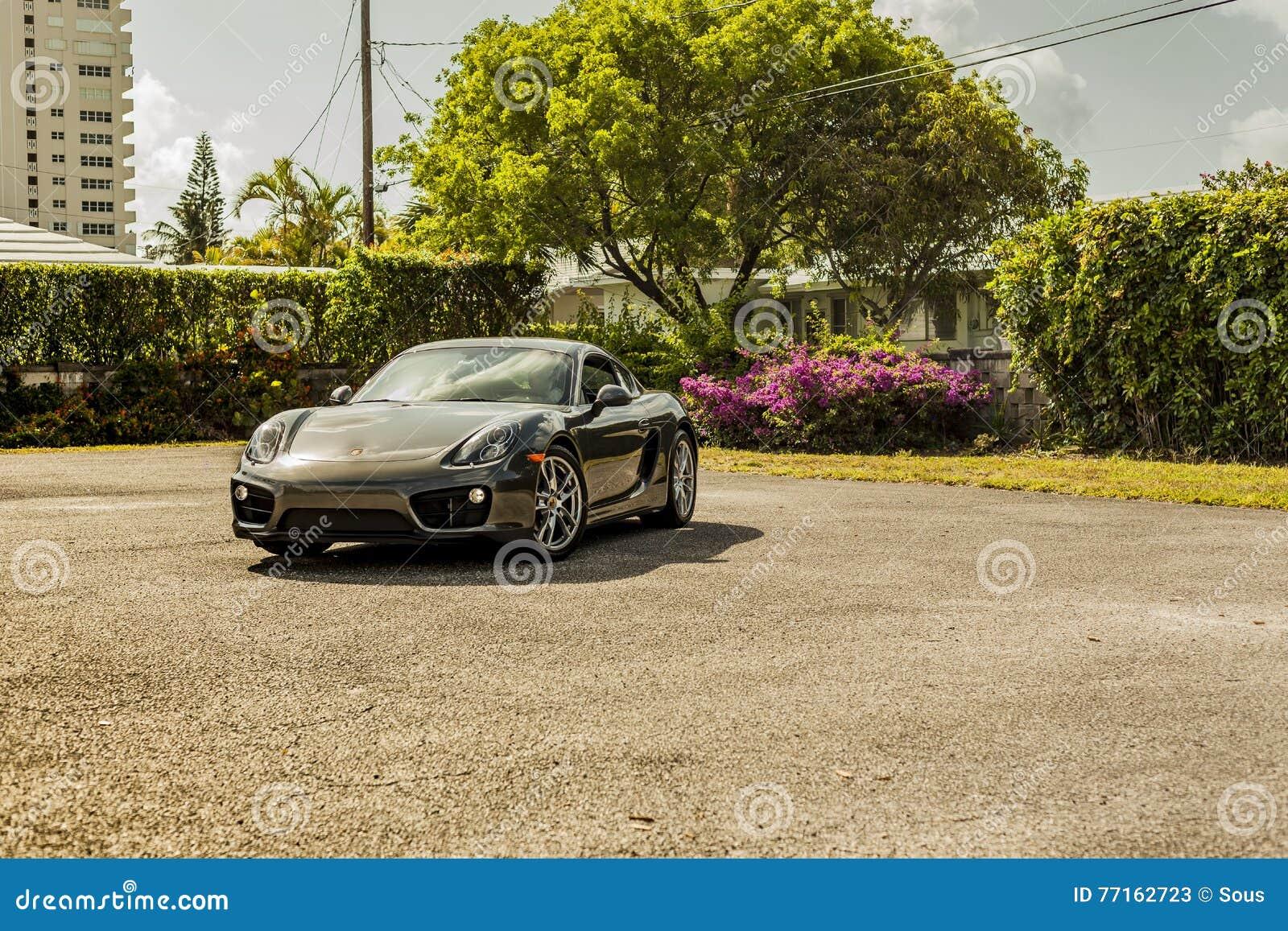 Grande possibilité éloignée Porsche Cayman Scène urbaine