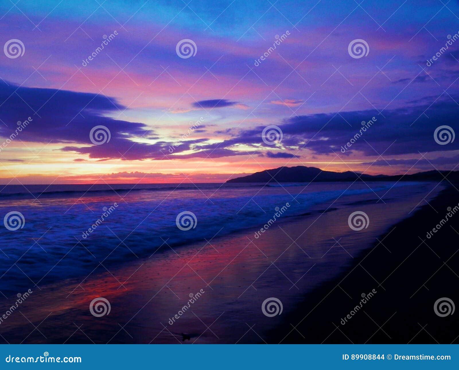 Grande puesta del sol del ` s de Playa