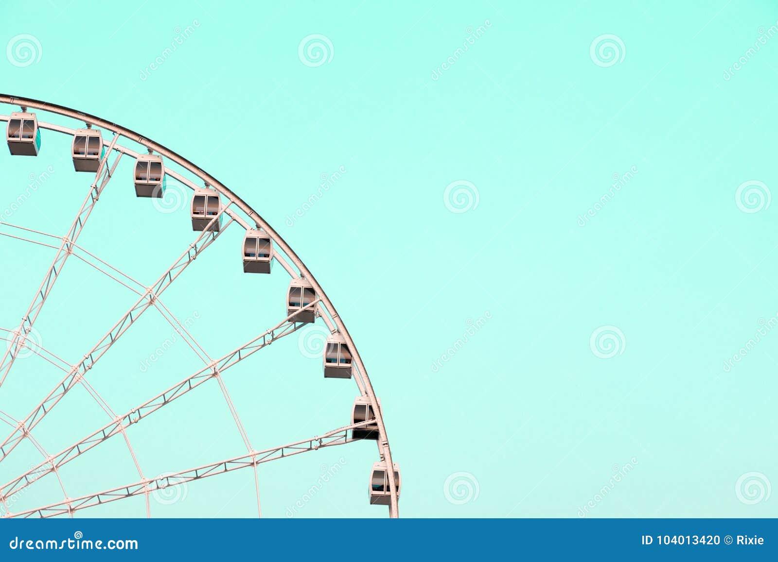 Grande roue sur la turquoise