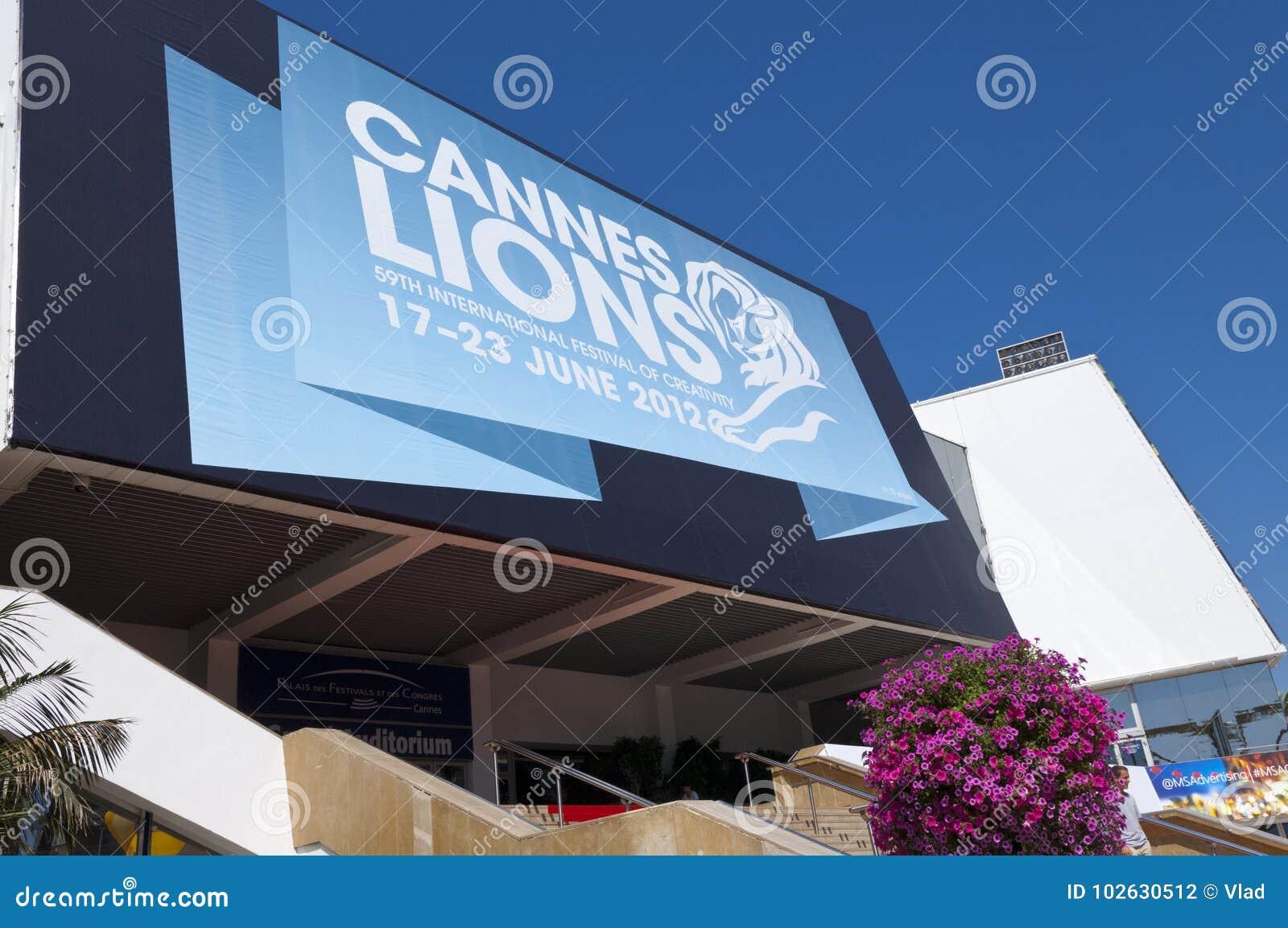 Grande sala che ospita festival internazionale di creatività a Cannes