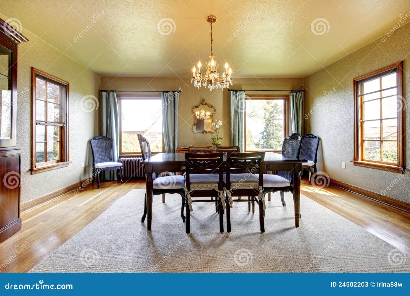 Grande sala da pranzo elegante di lusso fotografie stock for Sala pranzo vecchia