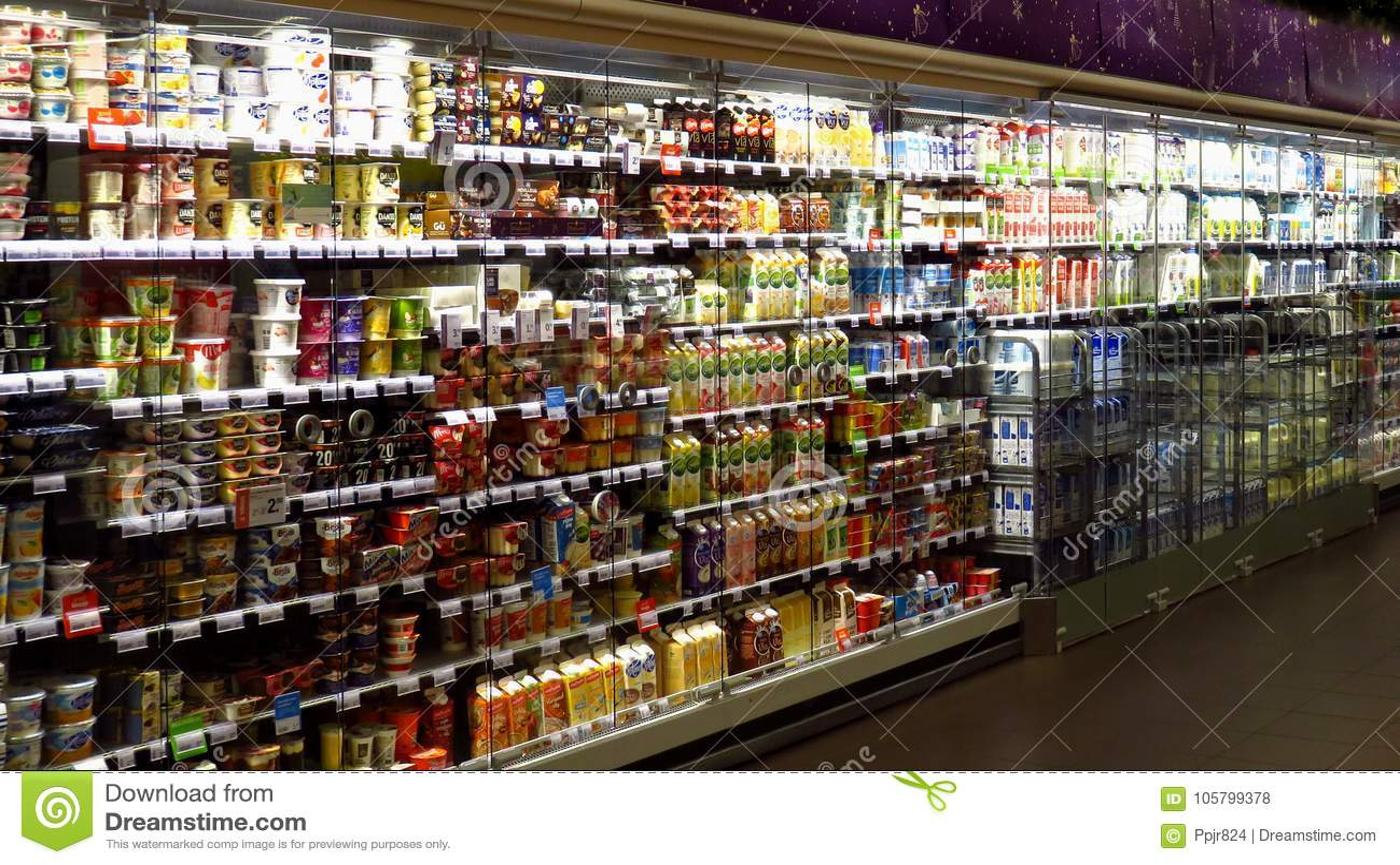Grande seção da leiteria no supermercado