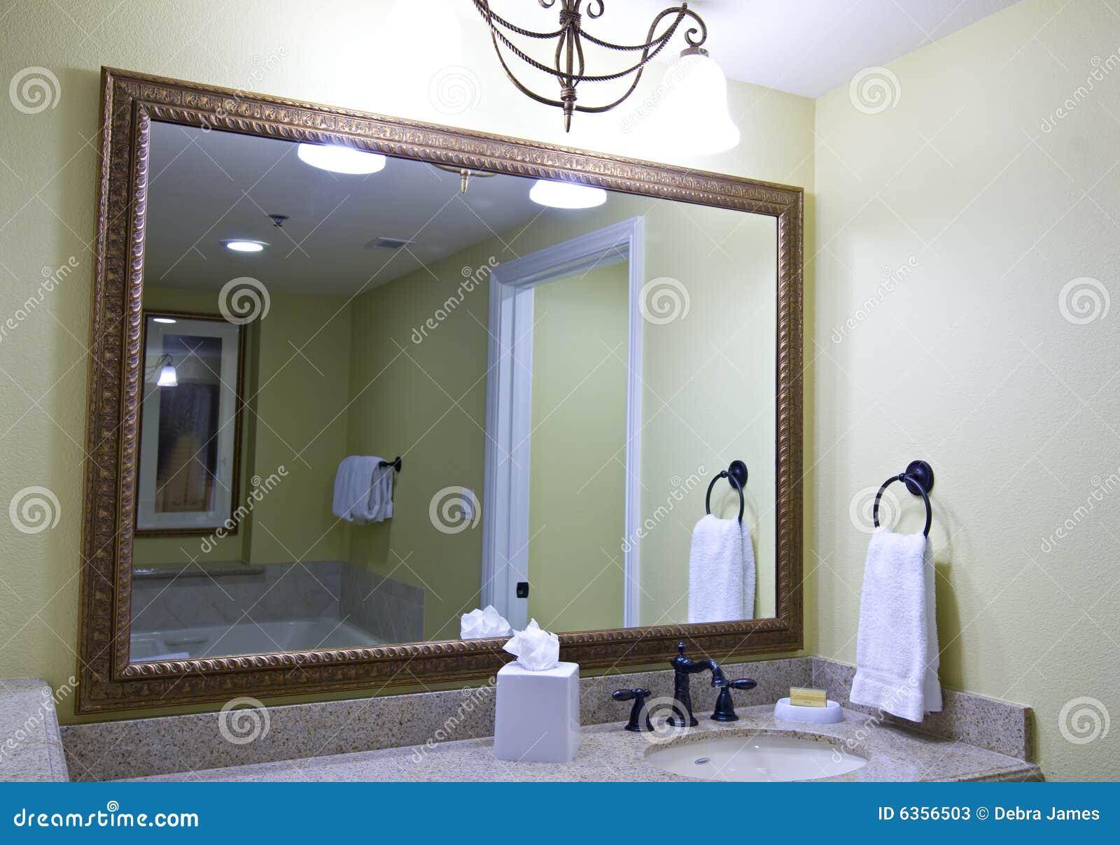 Specchio Grande Da Bagno.Grande Specchio Della Stanza Da Bagno Immagine Stock Immagine Di