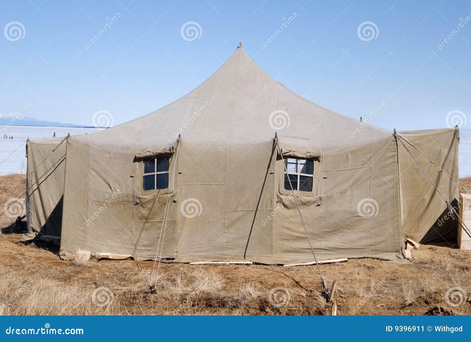 Grande tente militaire