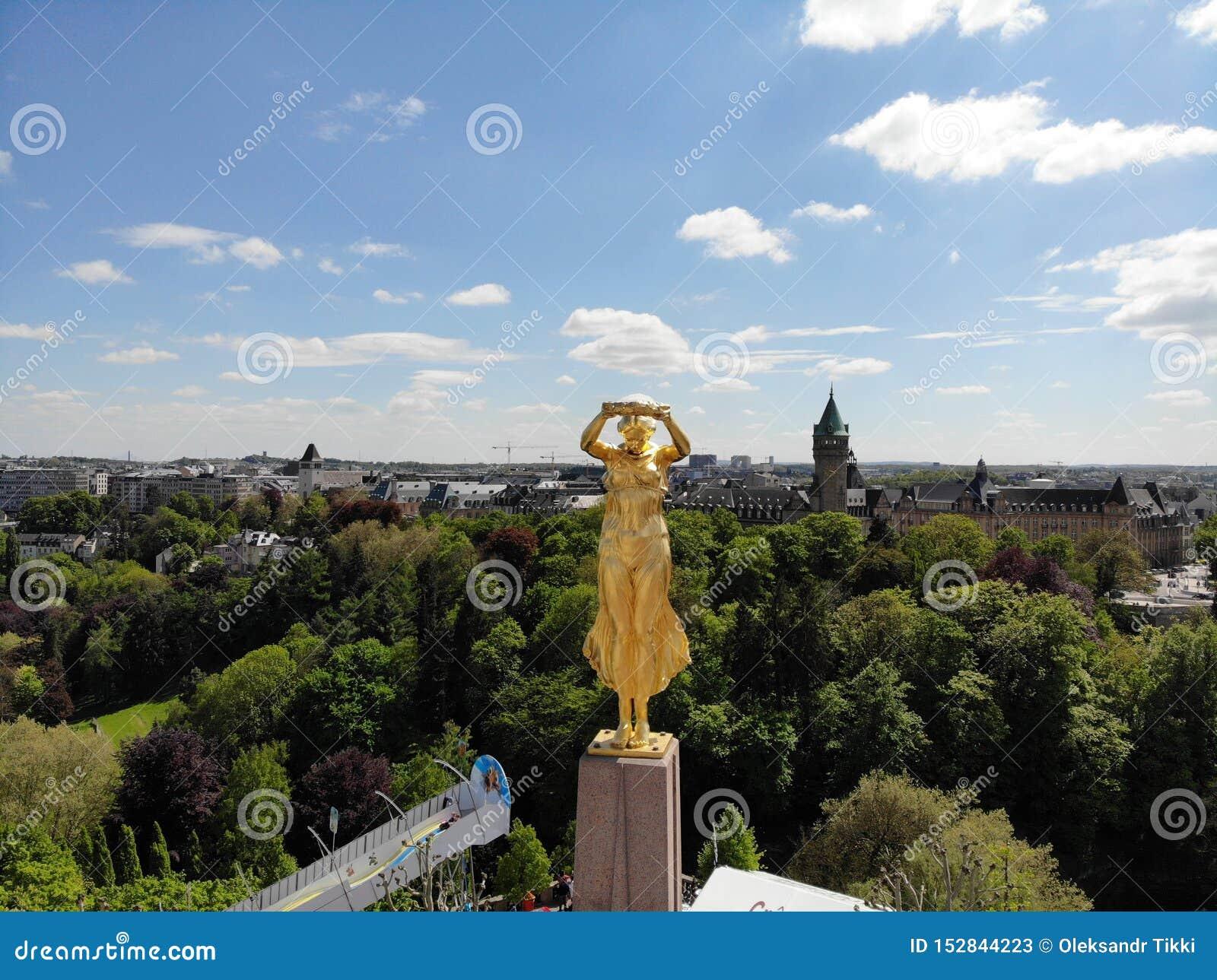 Grande vista da sopra La città di Lussemburgo, capitale di piccolo paese Lussemburgo, Europa Fotografia del fuco Creato da DJI Ma