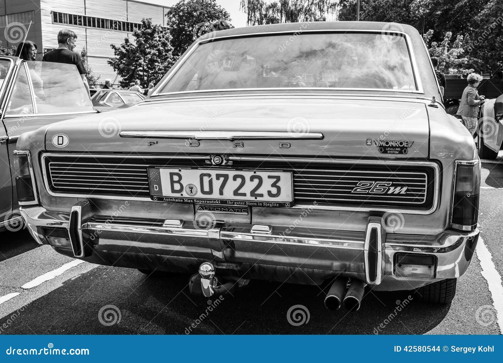 grande voiture familiale ford 26m p7b image stock ditorial image du transport monroe 42580544. Black Bedroom Furniture Sets. Home Design Ideas