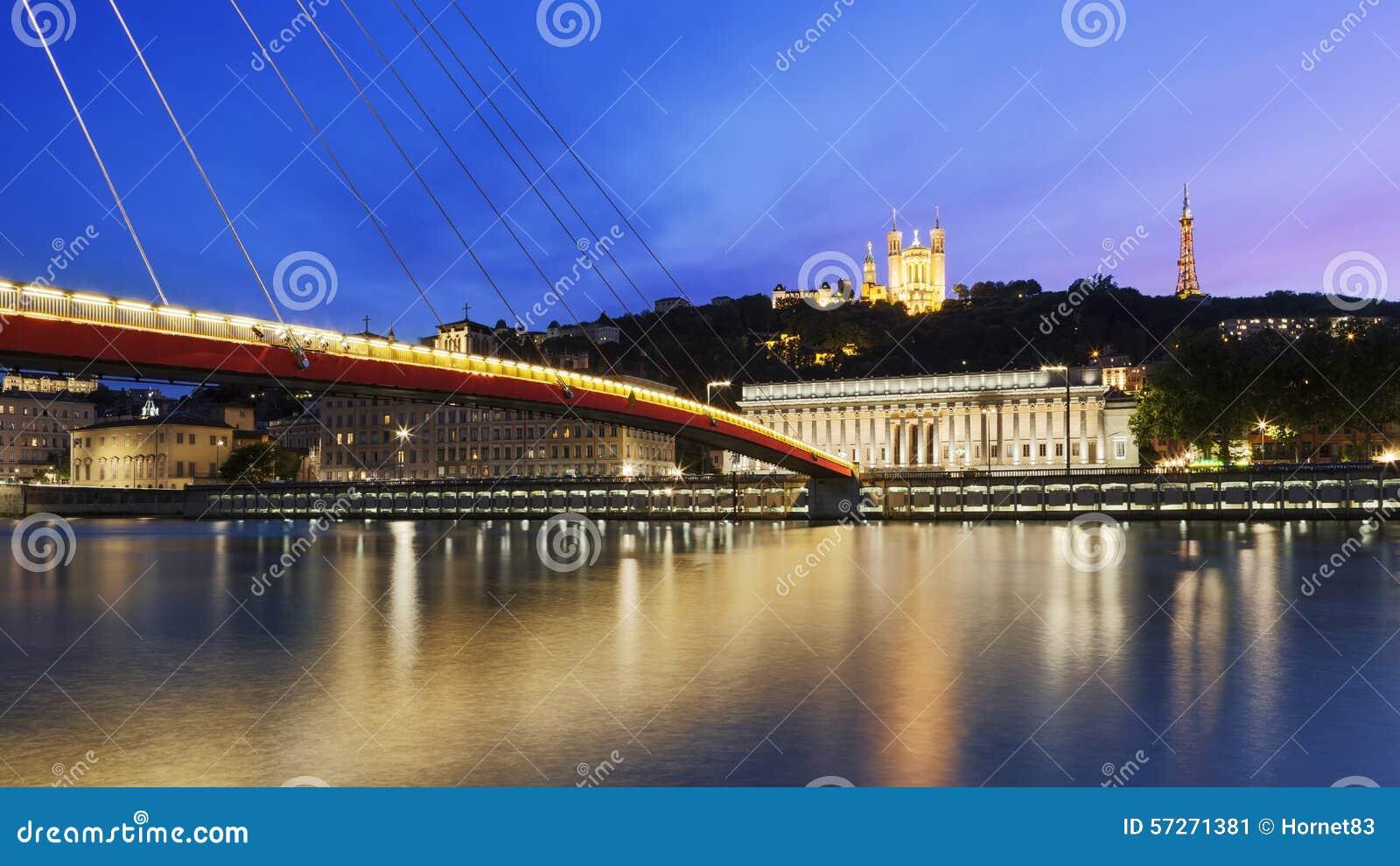 Grande vue de la Saône au coucher du soleil dans la ville de Lyon