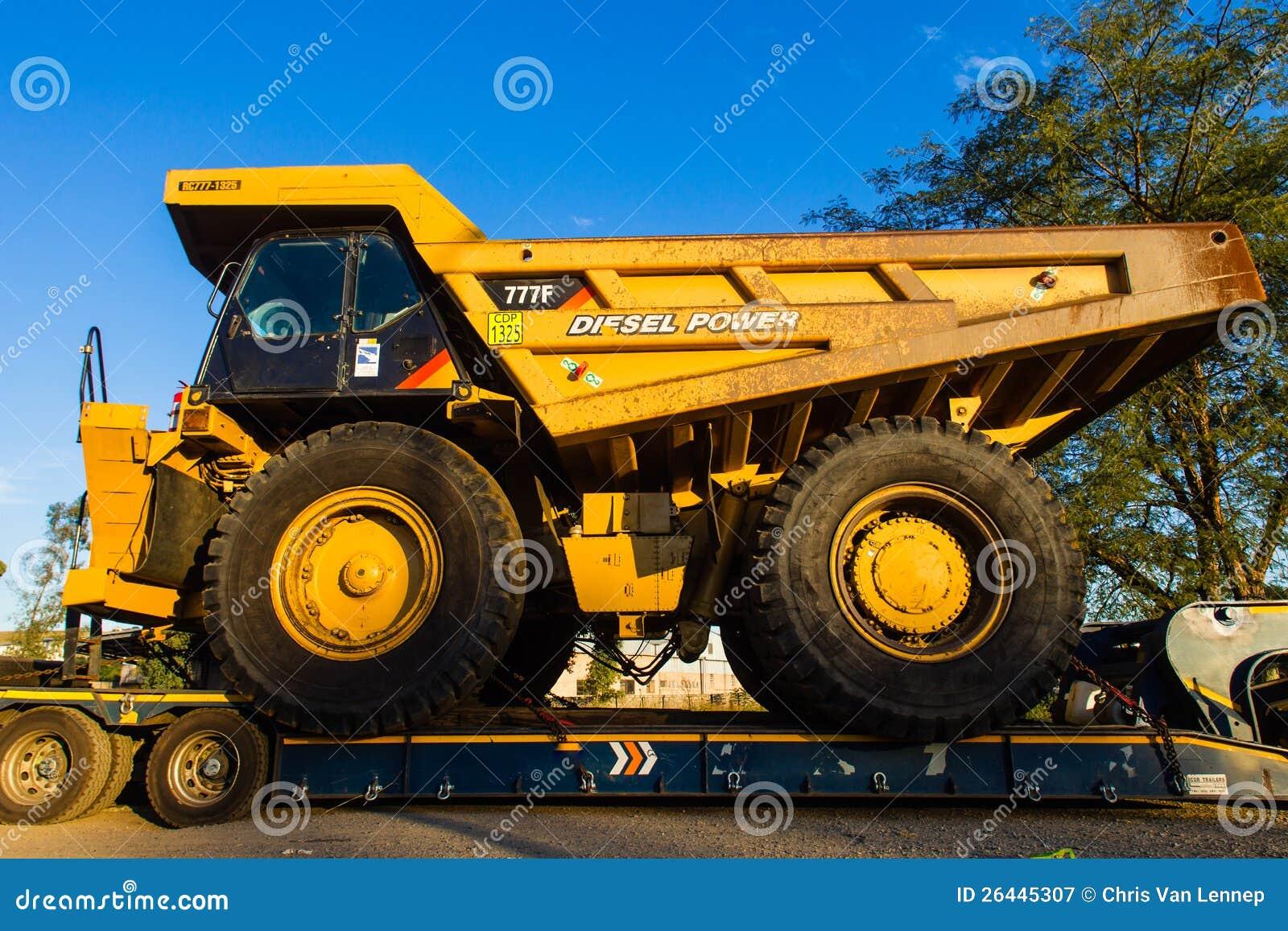 Grandes caminhões de mineração industriais