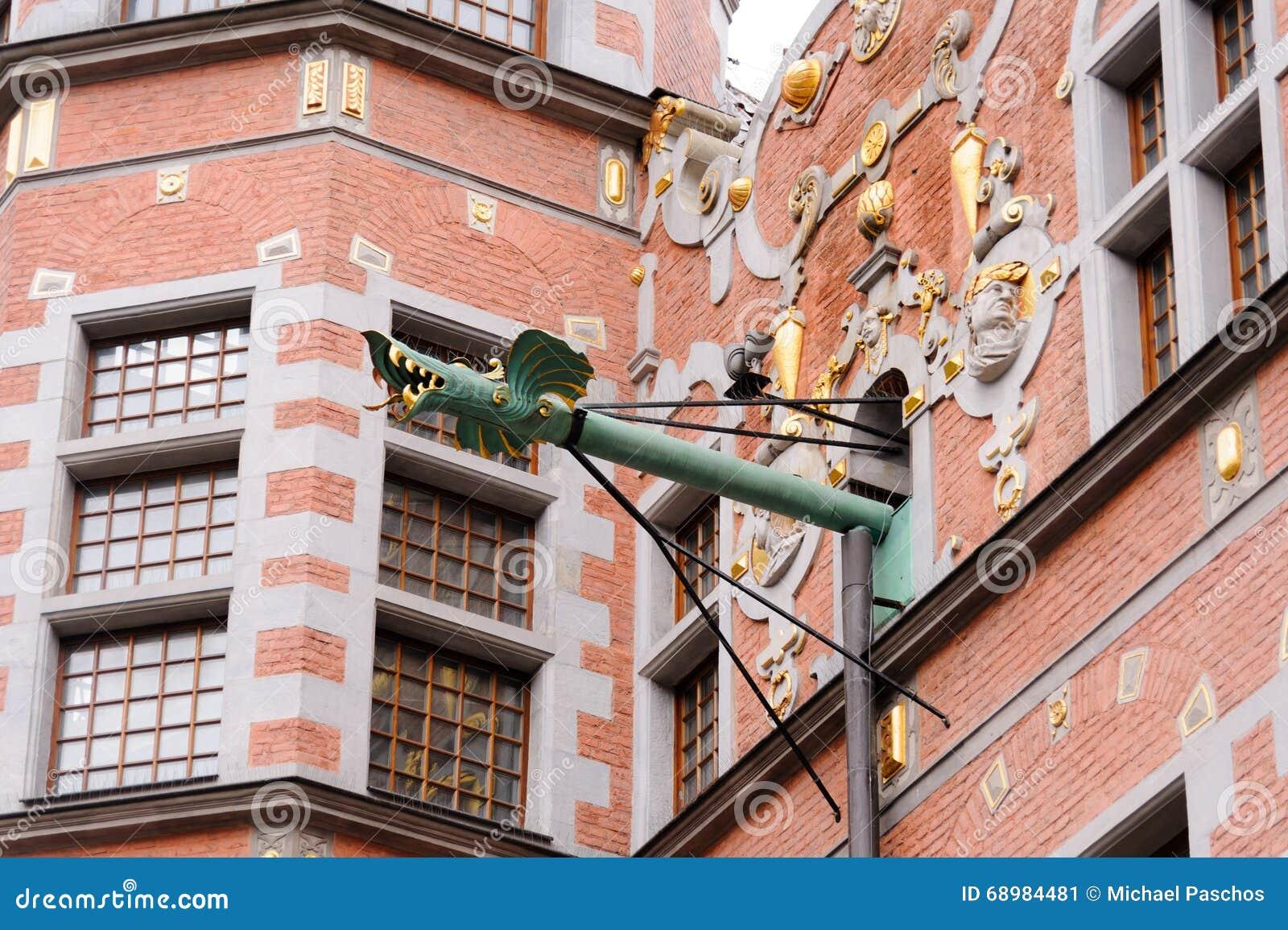 Grandes canalones del dragón del arsenal de Gdansk